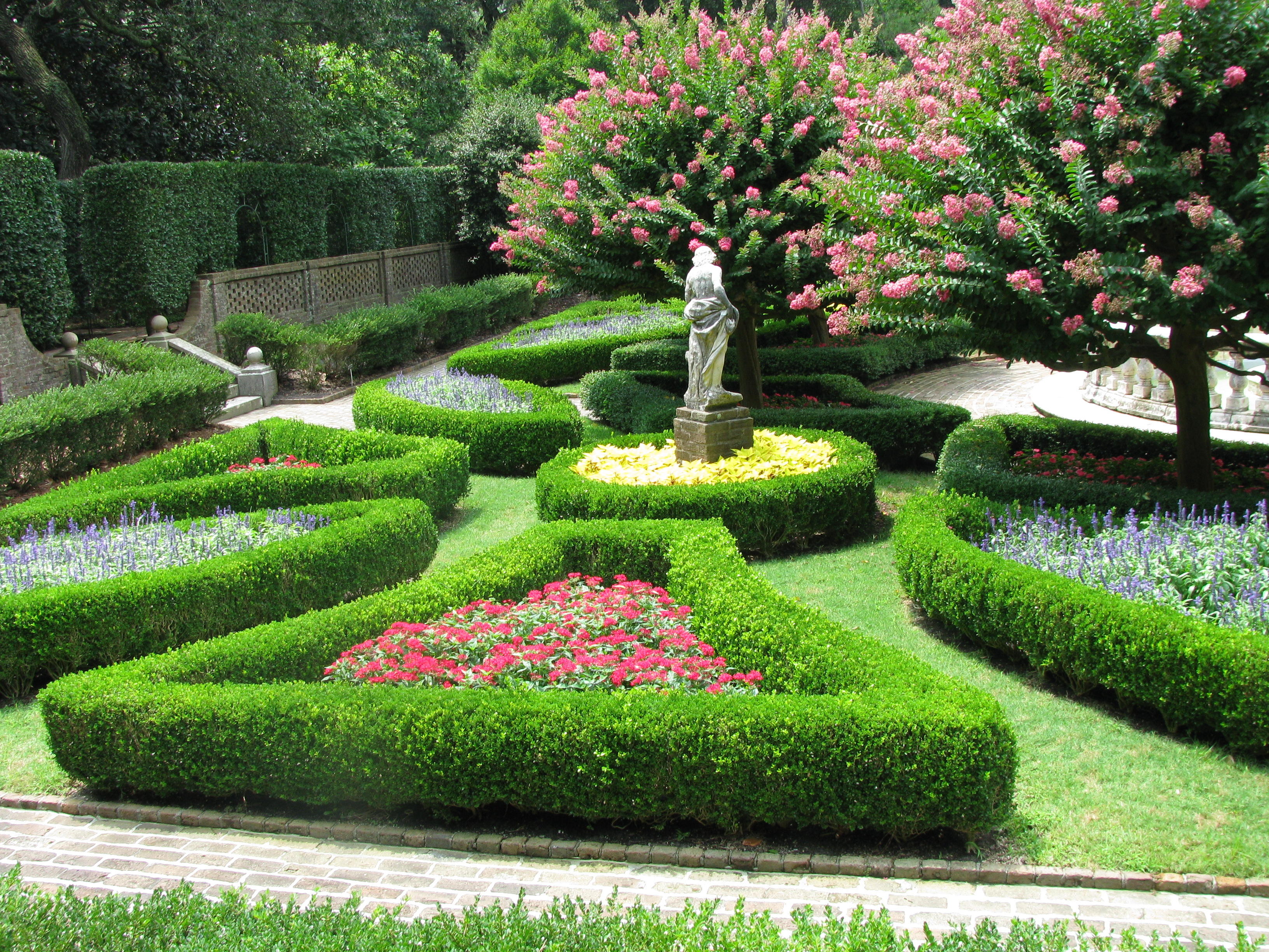 File elizabethan gardens sunken garden for Beautiful garden plans