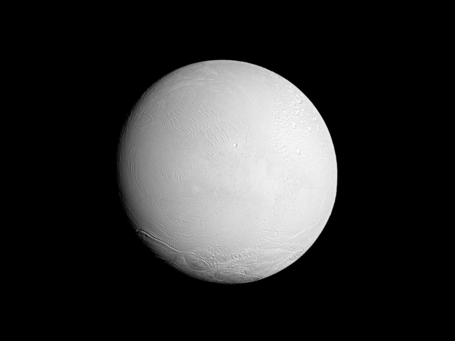Aquesta fotografia la va fer la el satel·lit artificial Cassini des del nord de la lluna, es va realizar al 6 de Novembre del 2016.