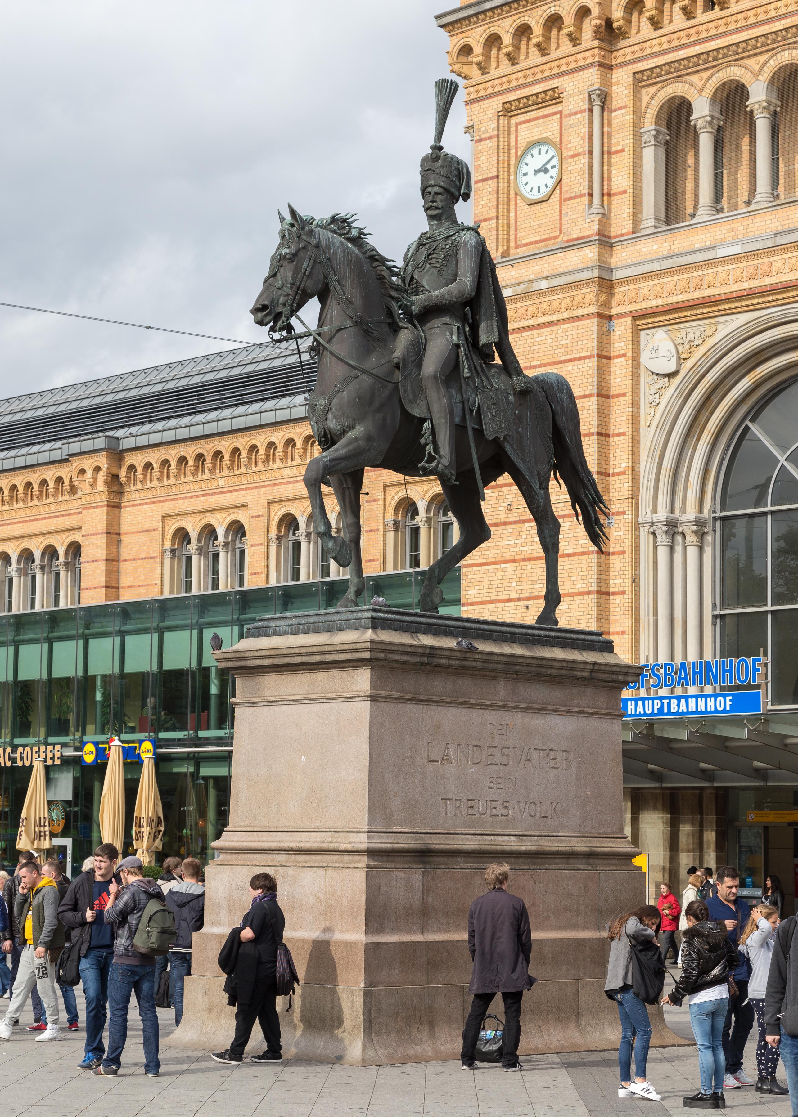 Usm Hannover file ernst august denkmal vor dem hauptbahnhof hannover jpg