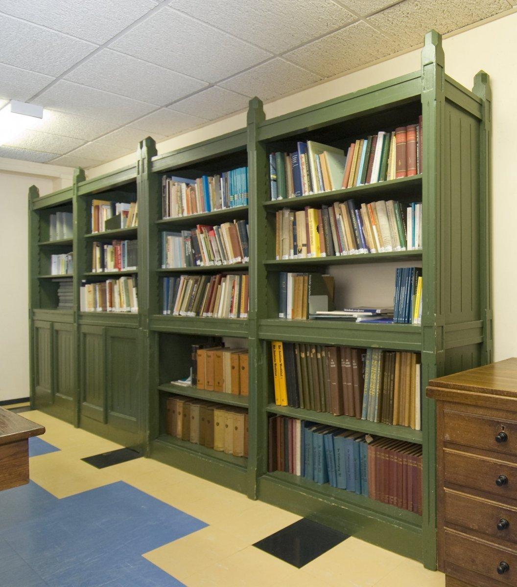 File:Interieur, Bibliotheek, meubilair van Berlage- boekenkasten ...
