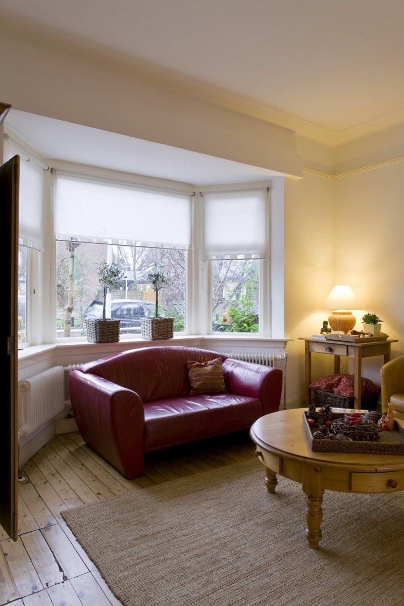 File interieur woonkamer heeft een driezijdige erker for Interieur woonkamer