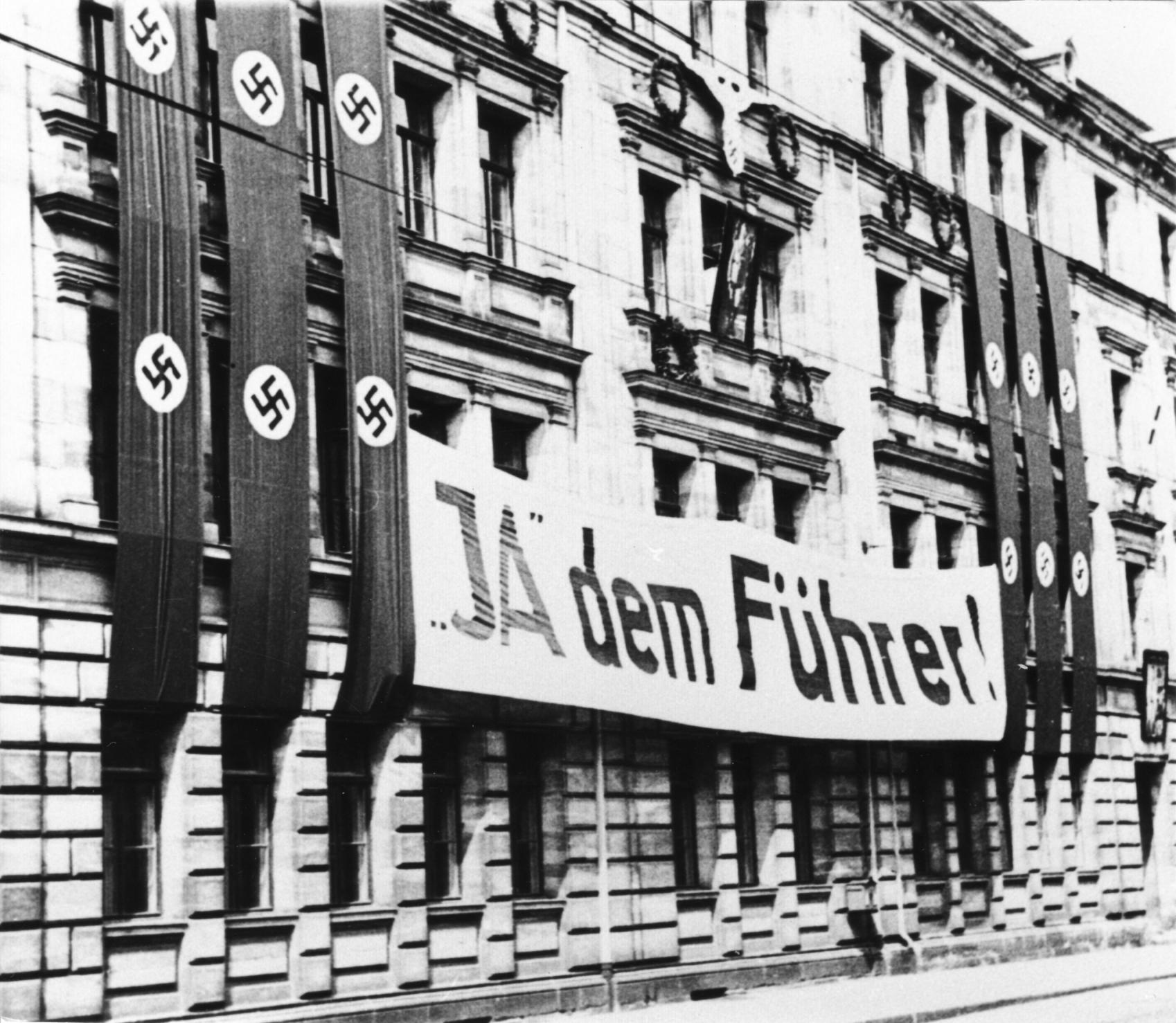 Wahlwerbung zur Volksabstimmung über das Staatsoberhaupt des Deutschen Reichs am 19. August 1934.
