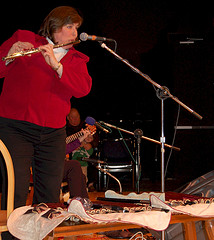 Joanie Madden playing the flute at the Coatesv...