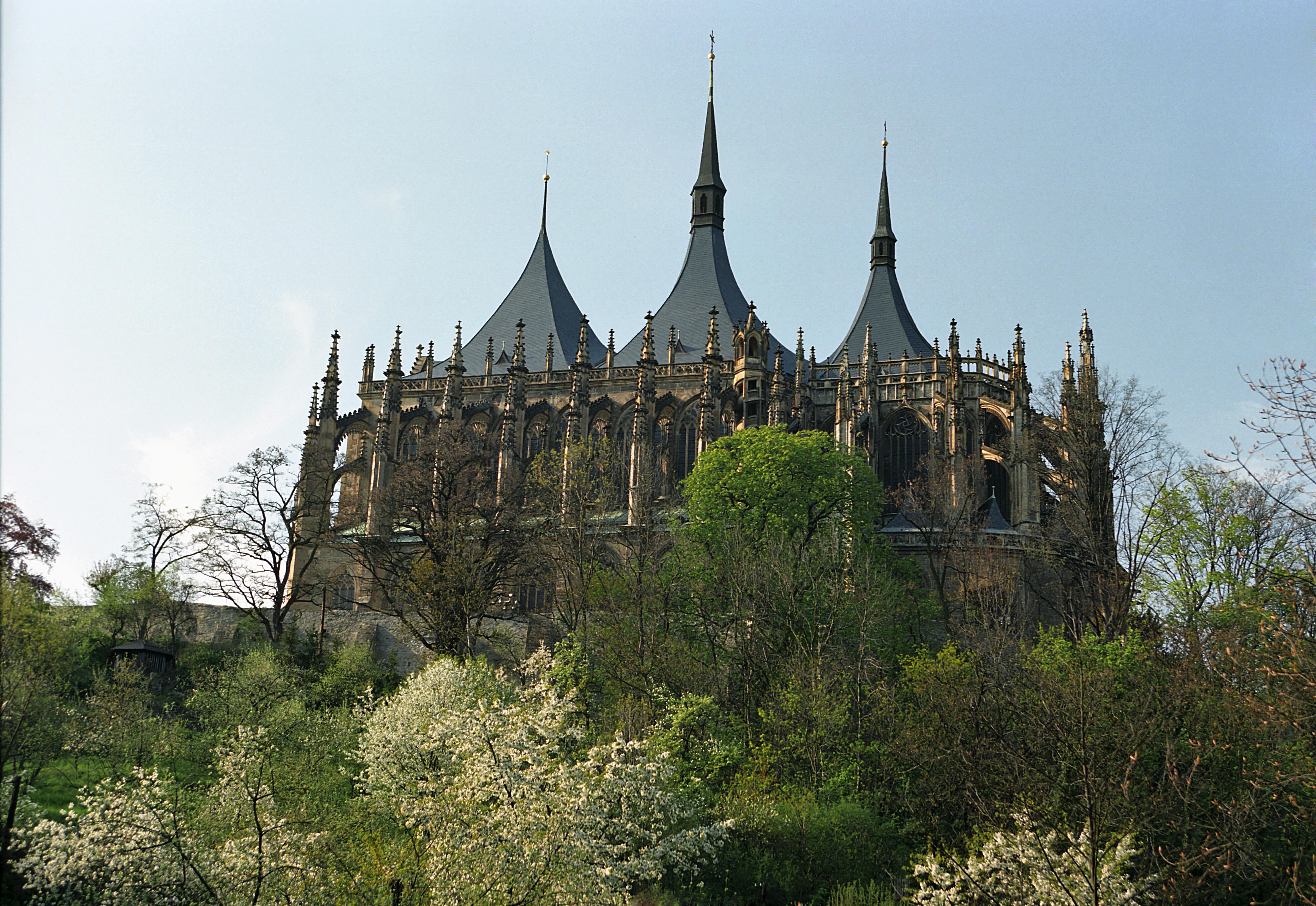 Svaté barbory je pětilodní gotický kostel ve městě kutná hora