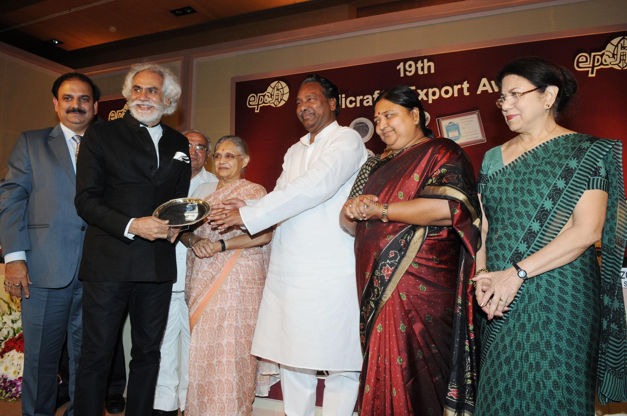 File Kavuru Sambasiva Presenting The 19th Handicrafts Export Award
