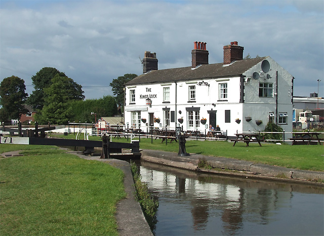 Kings Lock, with Pub, Middlewich, Cheshire - geograph.org.uk - 577835