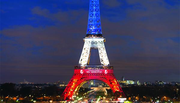 File la tour eiffel symbole triomphant de la republique lightbox wikimedia commons - Image tour eiffel ...