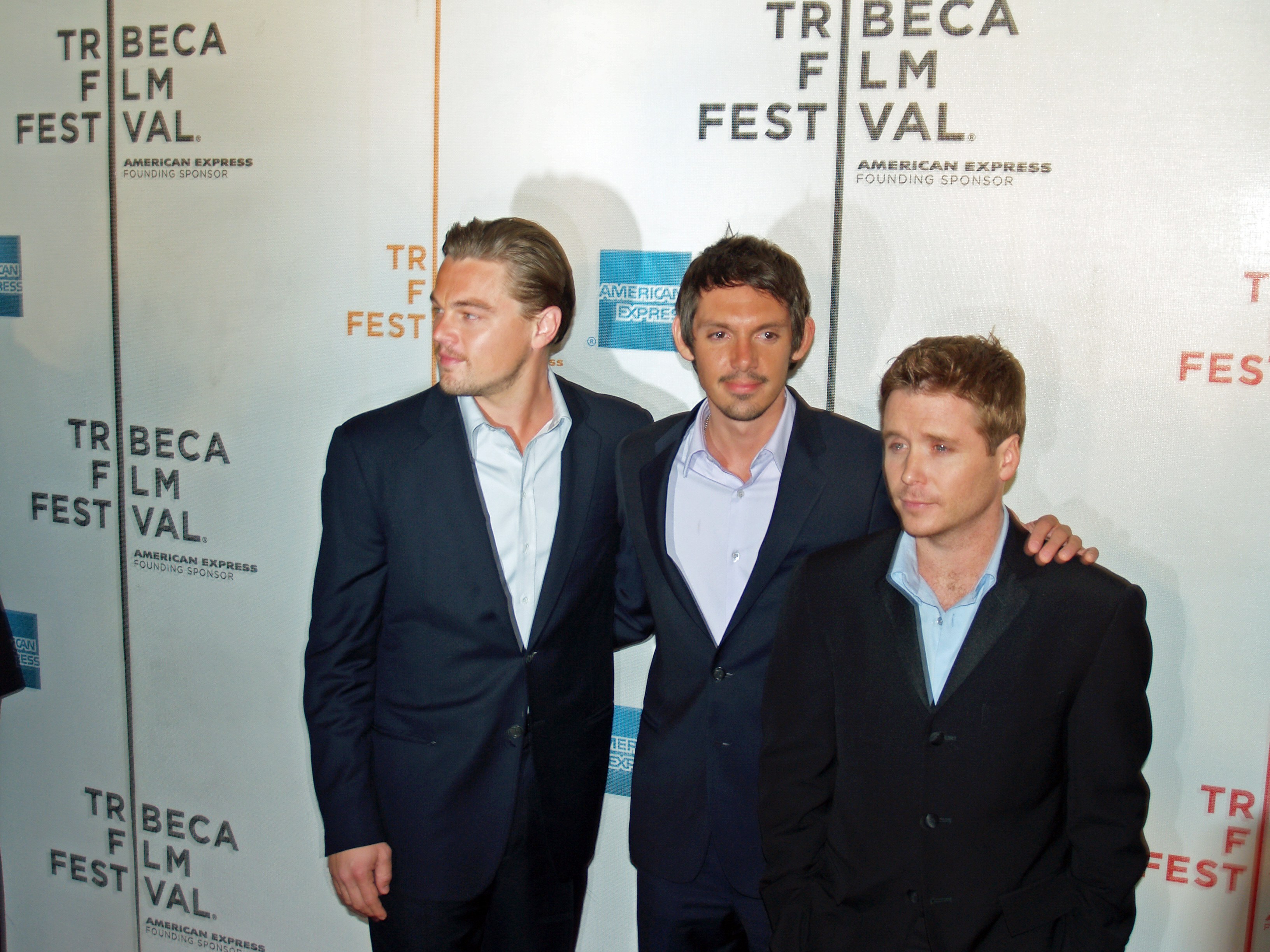 File:Leonardo DiCaprio, Lukas Haas and Kevin Connely by David