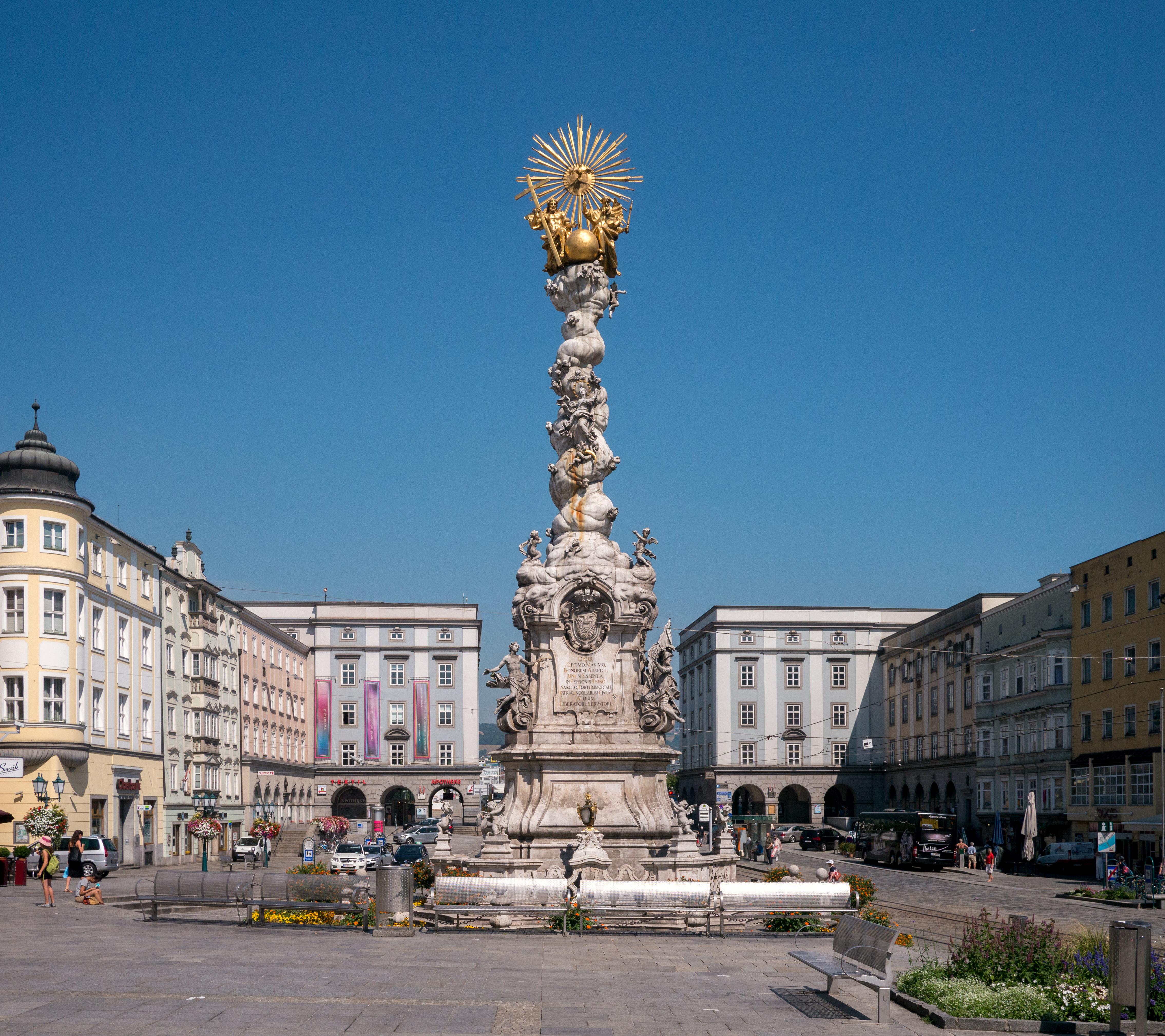 Linz: File:Linz Dreifaltigkeitssäule.jpg