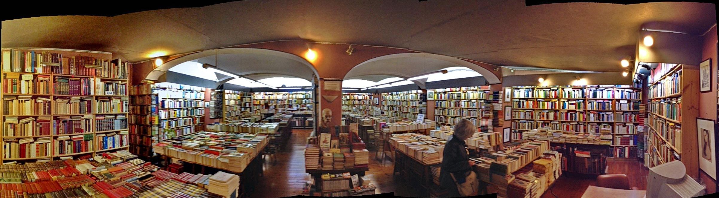 Librerías Llibreria_Canuda-cementirideLlibres_0138