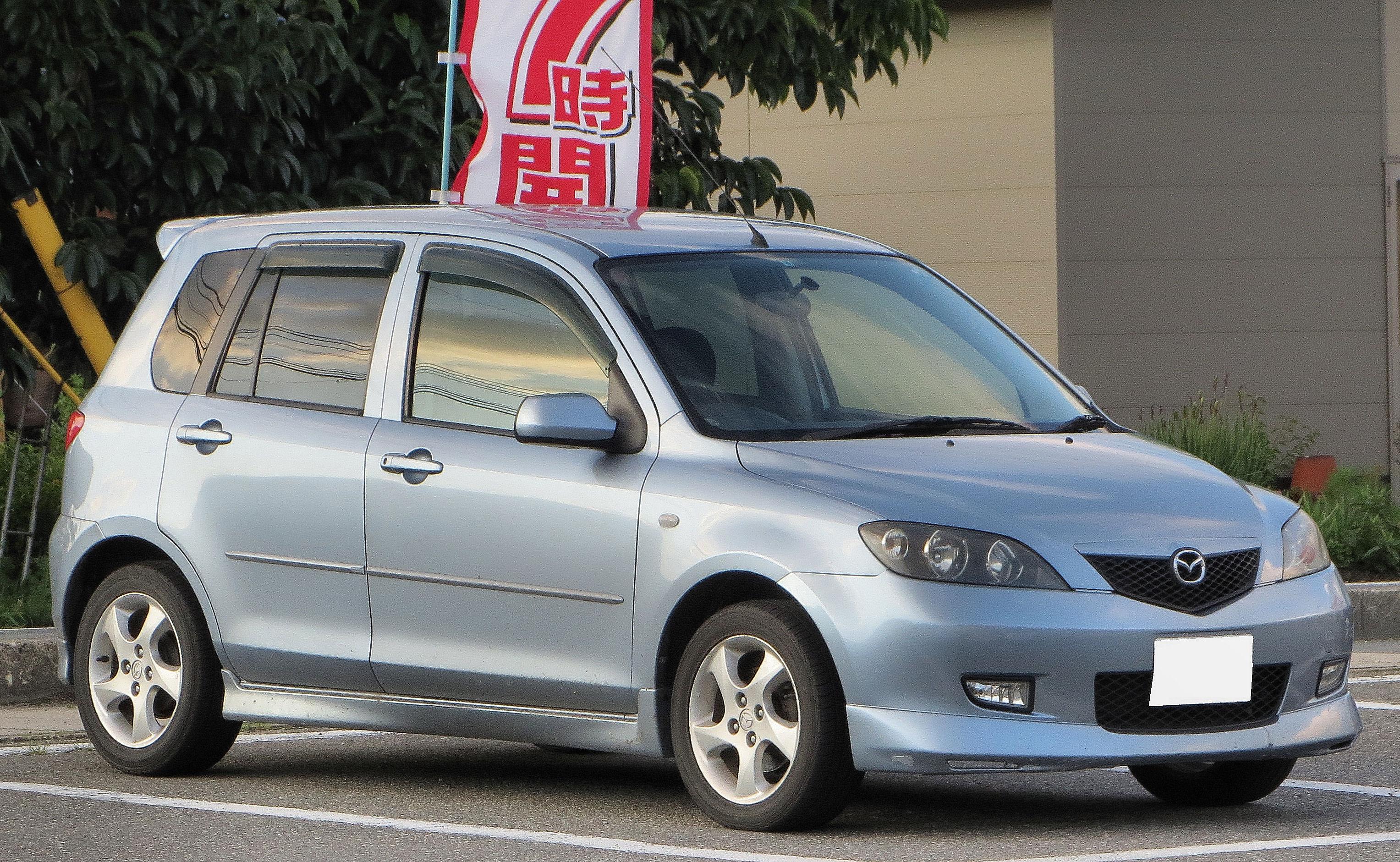 Mazda Demio Sport DY5W.JPG