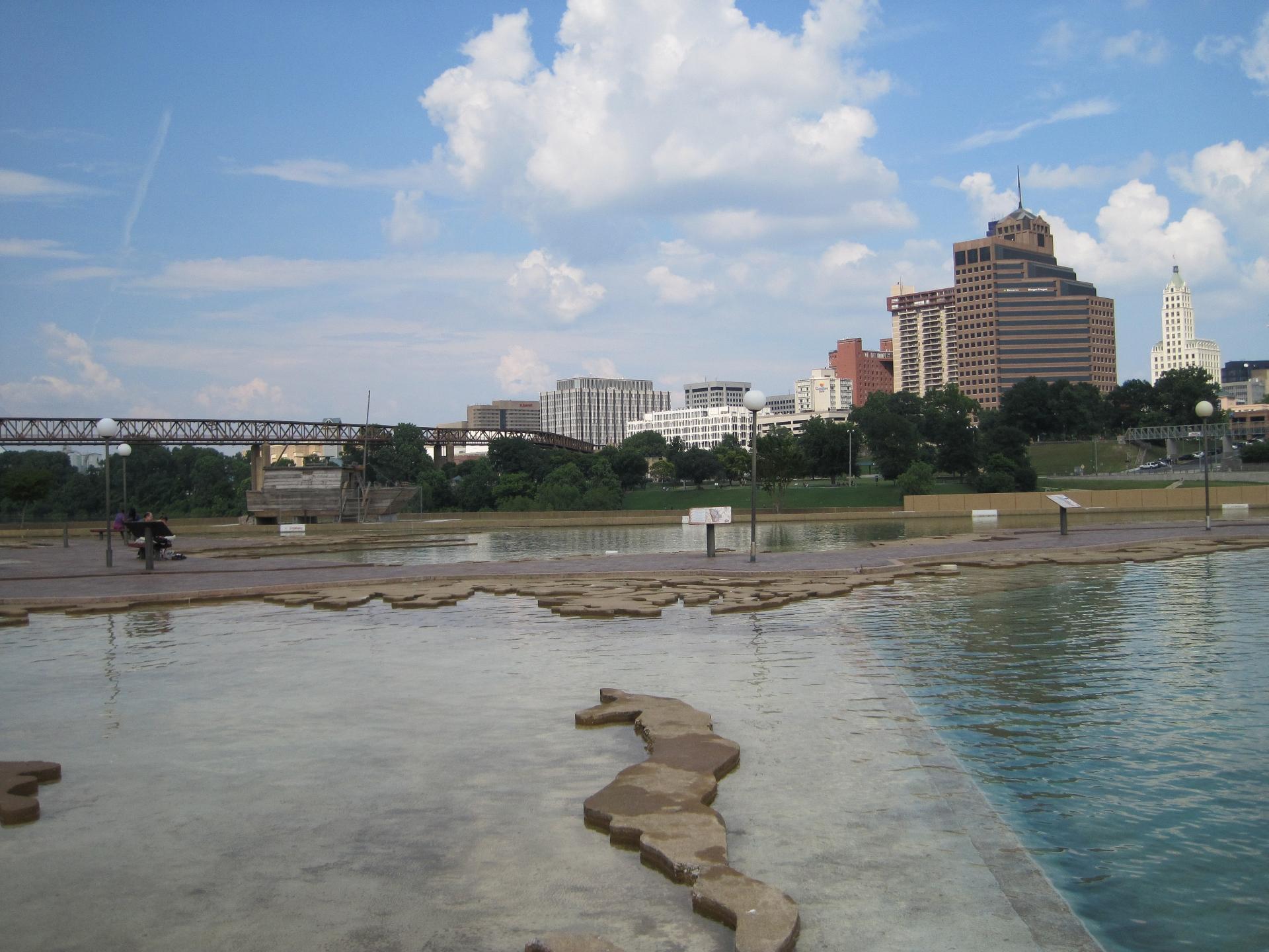 Memphis Skyline from Mud Island River Park 05.jpg