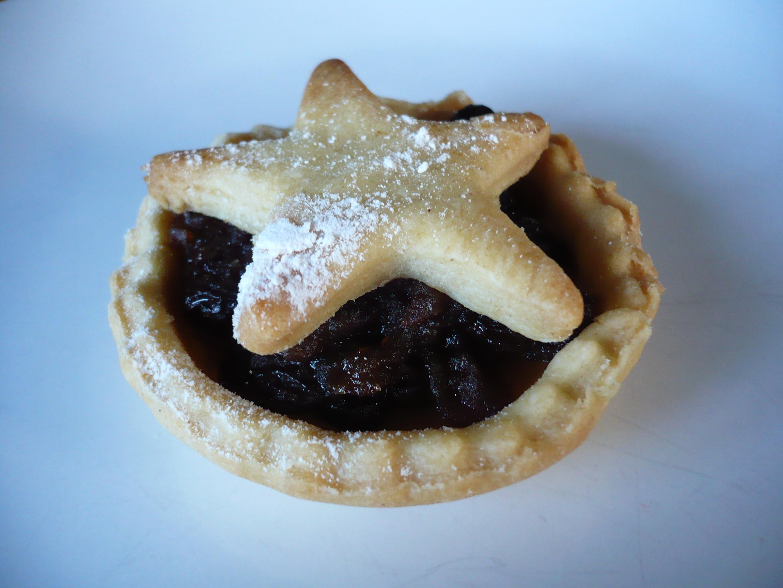 Description Mince pie with star decoration on blue.jpg