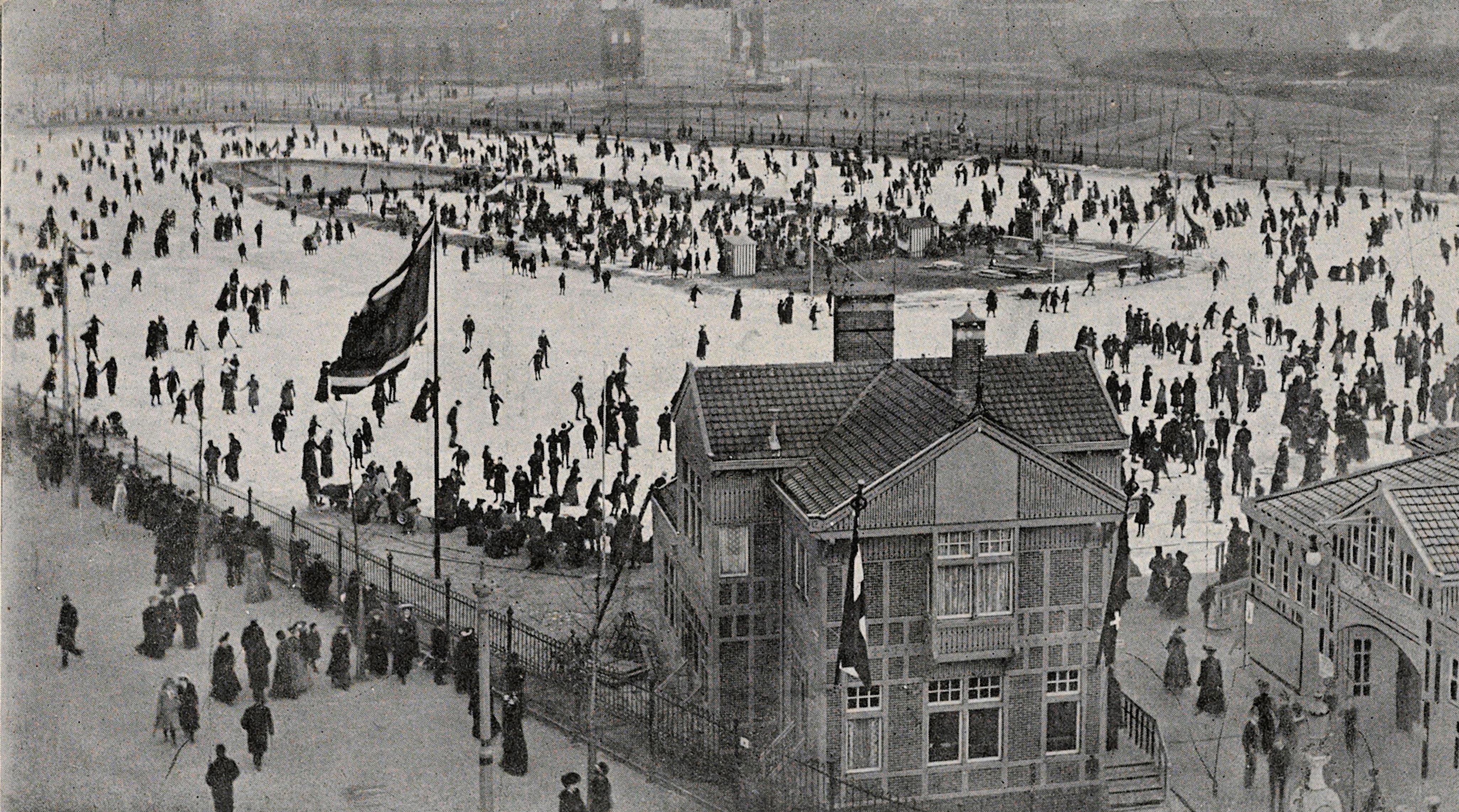 museumplein, ijsclub. uitgave n.j. boon, amsterdam (cropped).jpg