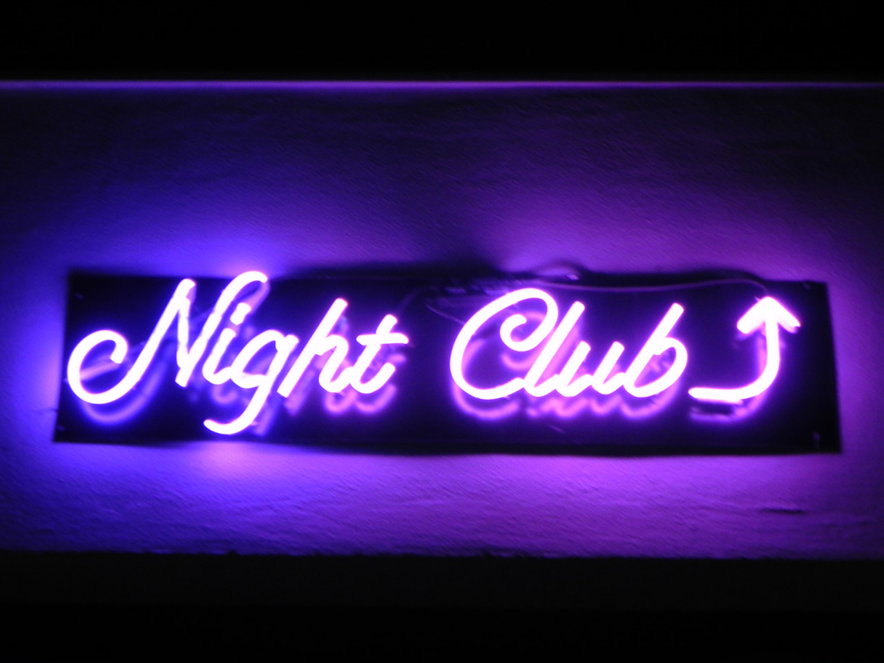 File:Nightclub-in-neon-108681294533967qk7.jpg