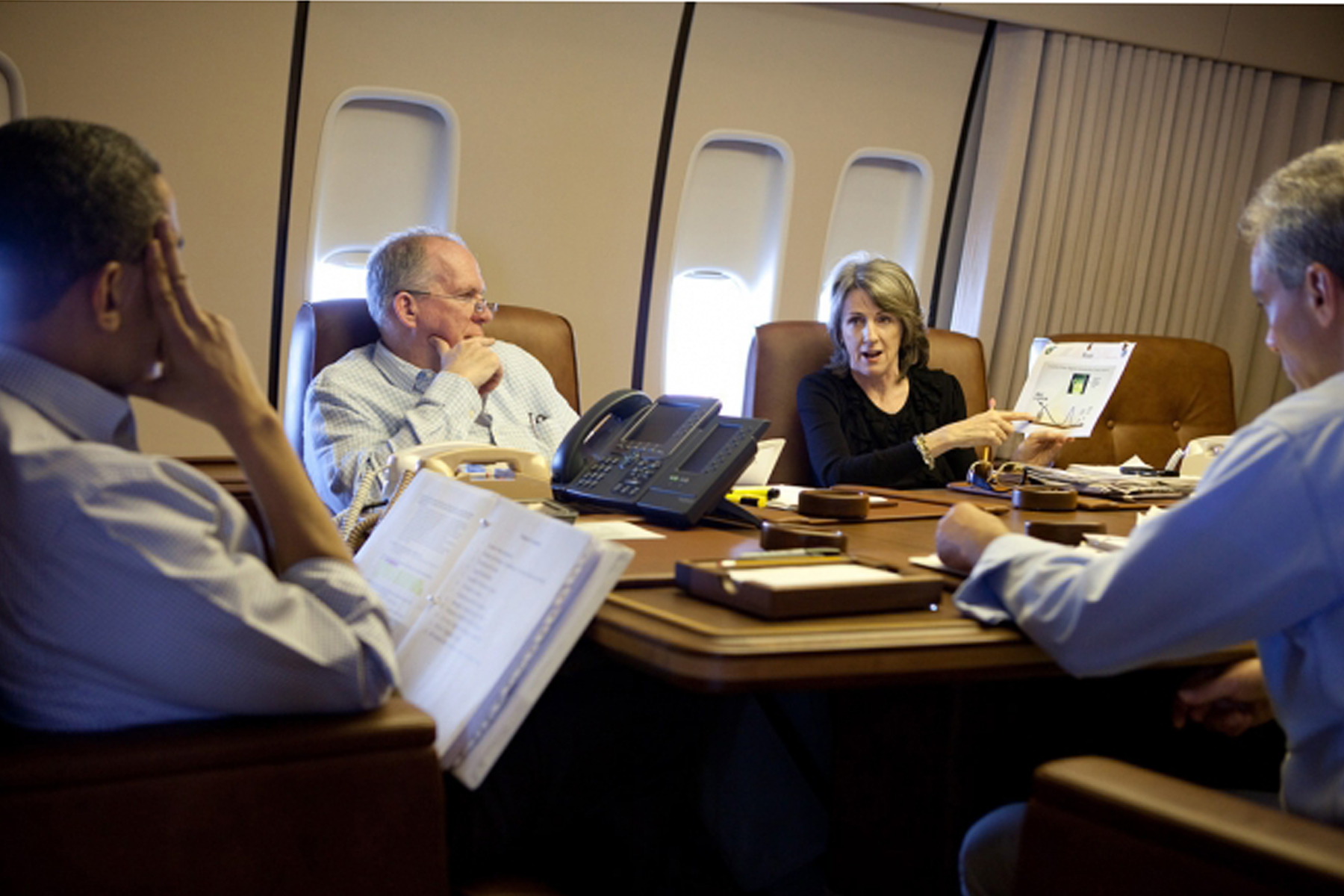 air force 1 office. File:Obama And Others Air Force One To BP Oil Spill.jpg 1 Office