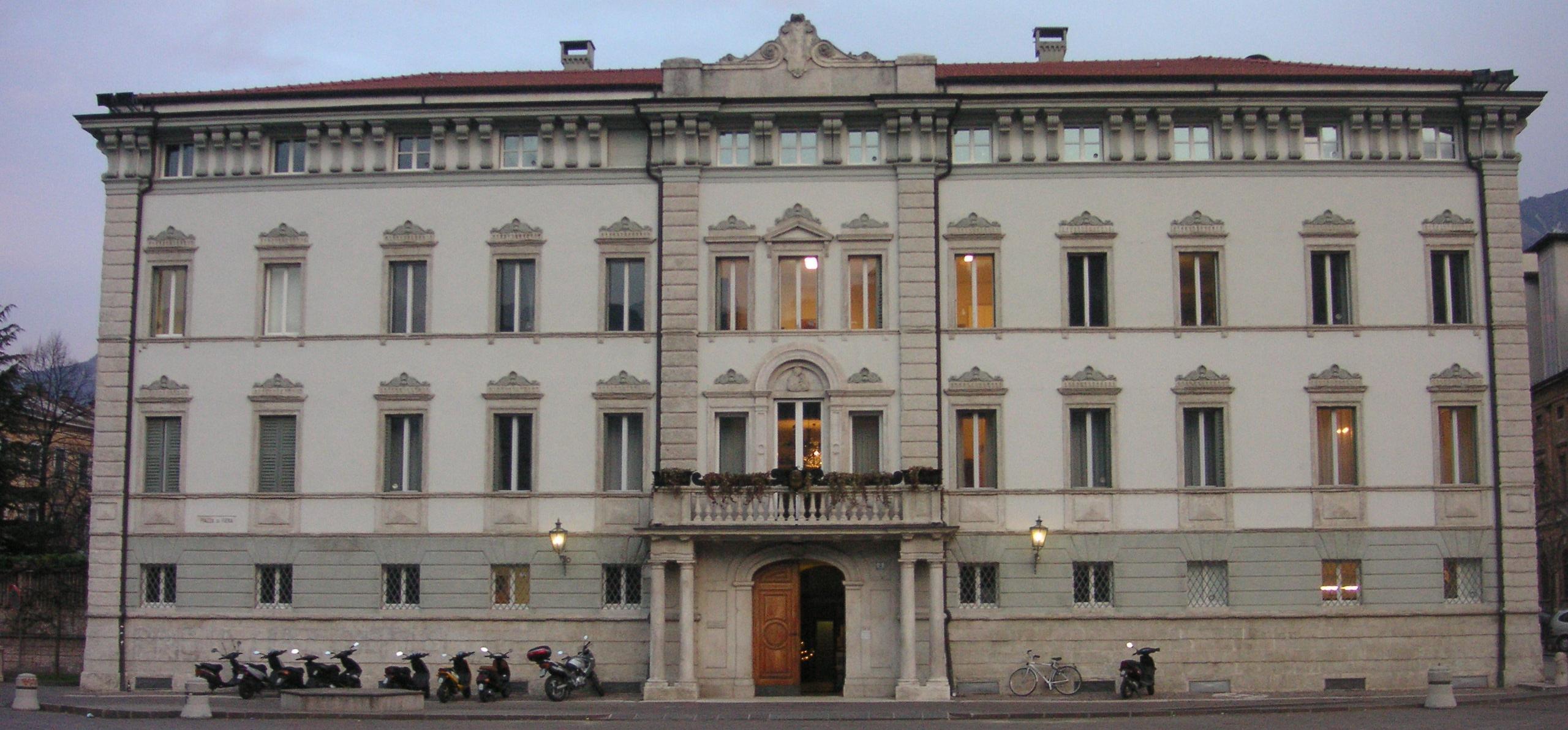 Il Palazzo Vescovile in Piazza Fiera a Trento