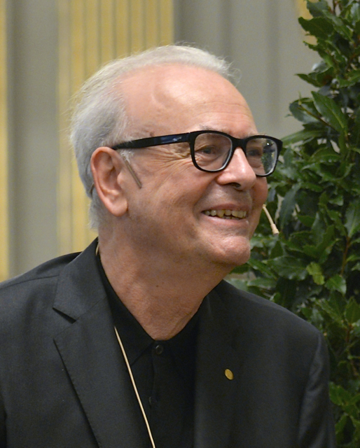 Modiano in Stockholm during the [[Swedish Academy]]'s press conference, Dec 2014