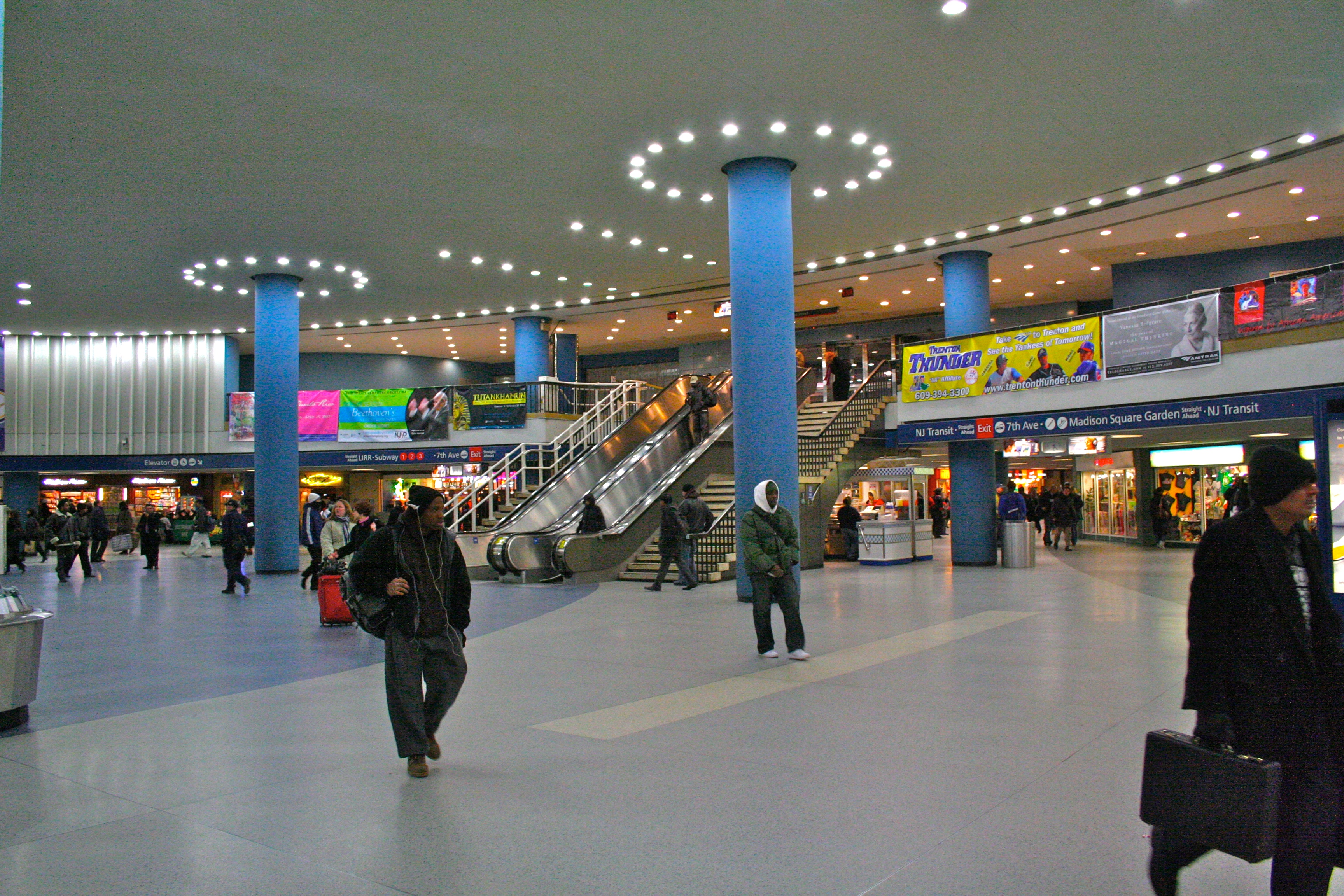 File Penn Station Concourse Jpg Wikimedia Commons