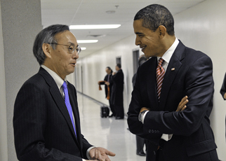 Steven Chu meeting with President Barack Obama on February 5, 2009. President Obama and Secretary Chu.jpg