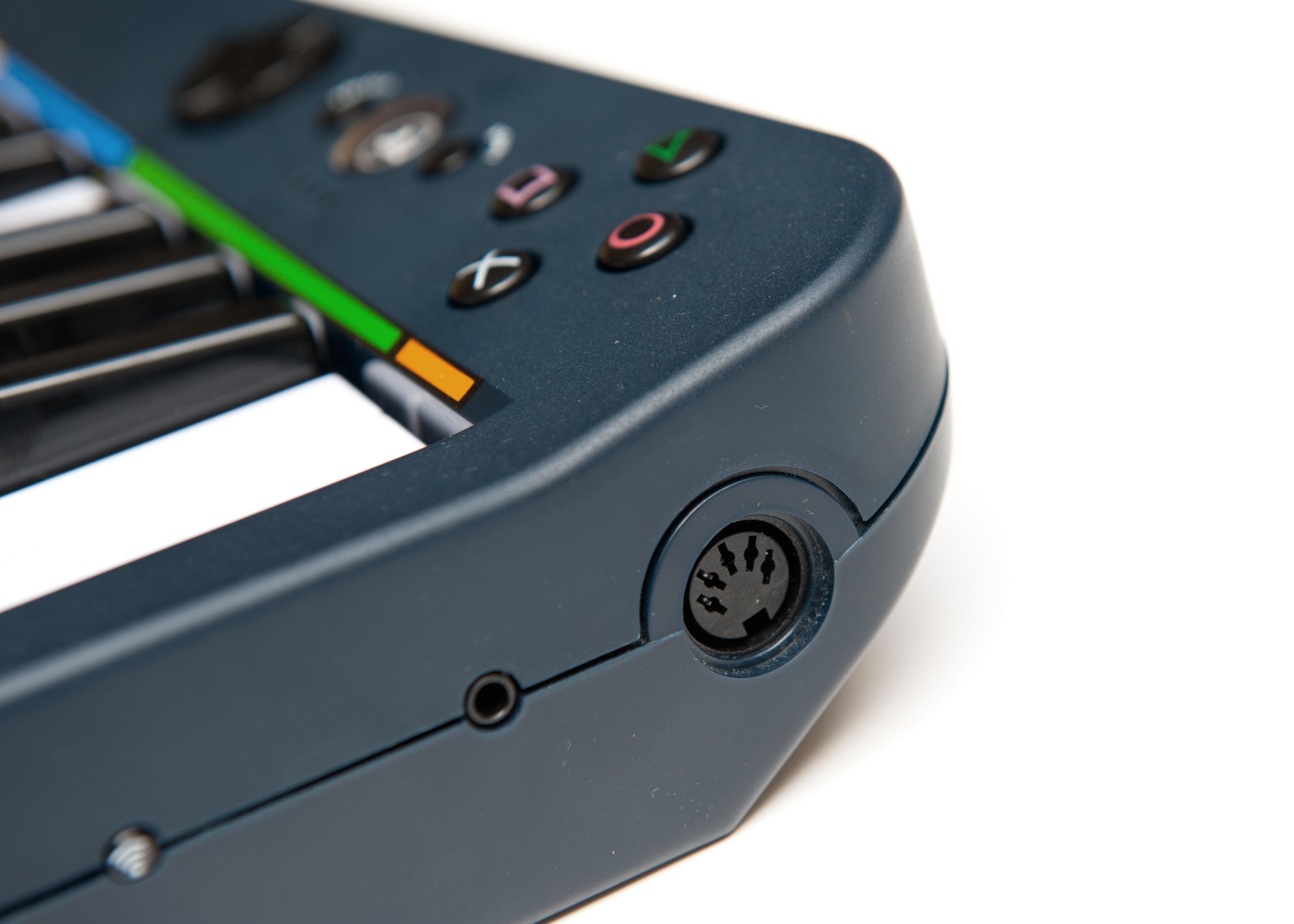 File:Pro Keys MIDI jpg - Wikimedia Commons