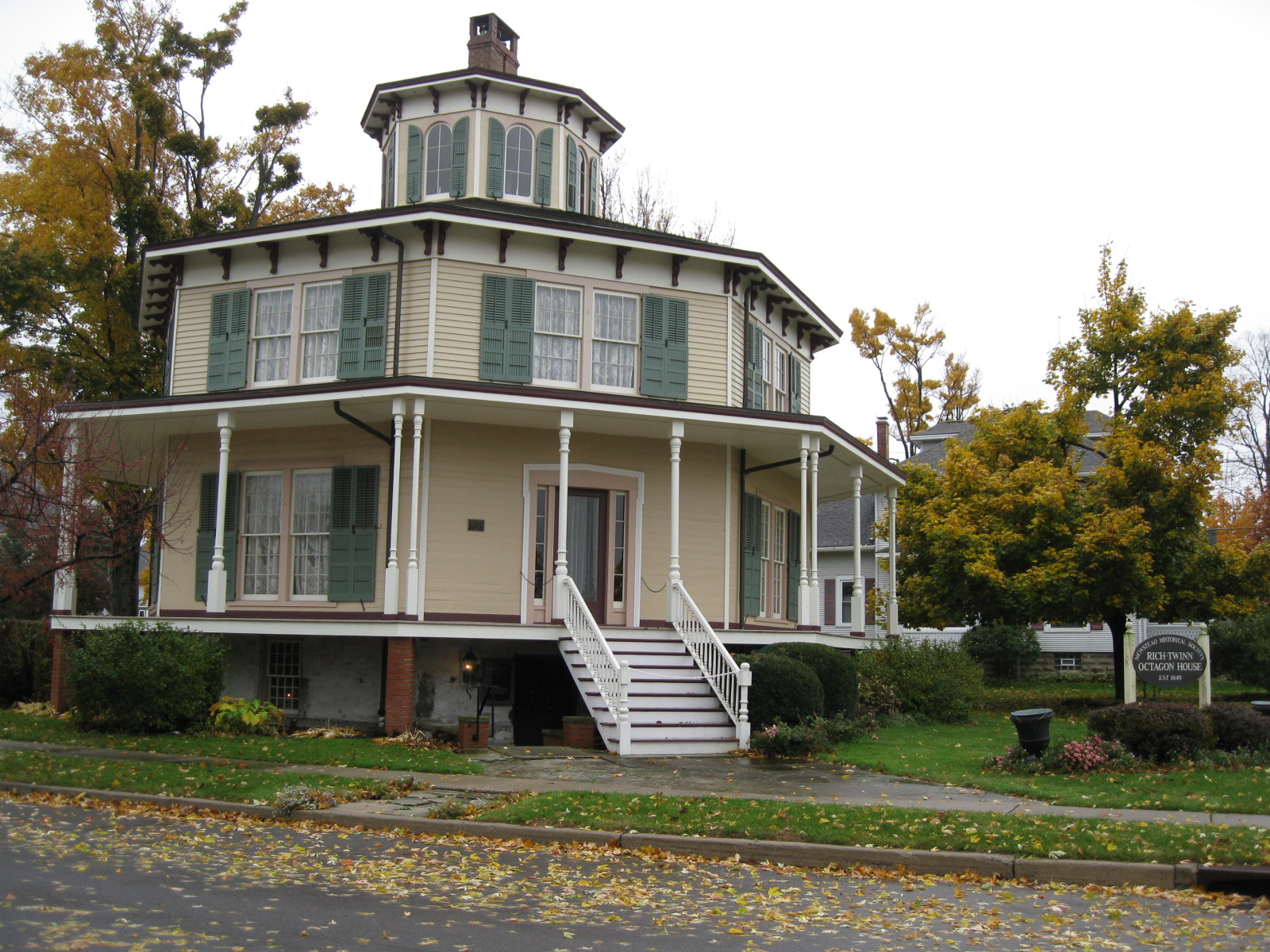 Octagonal house  Article about Octagonal house by The
