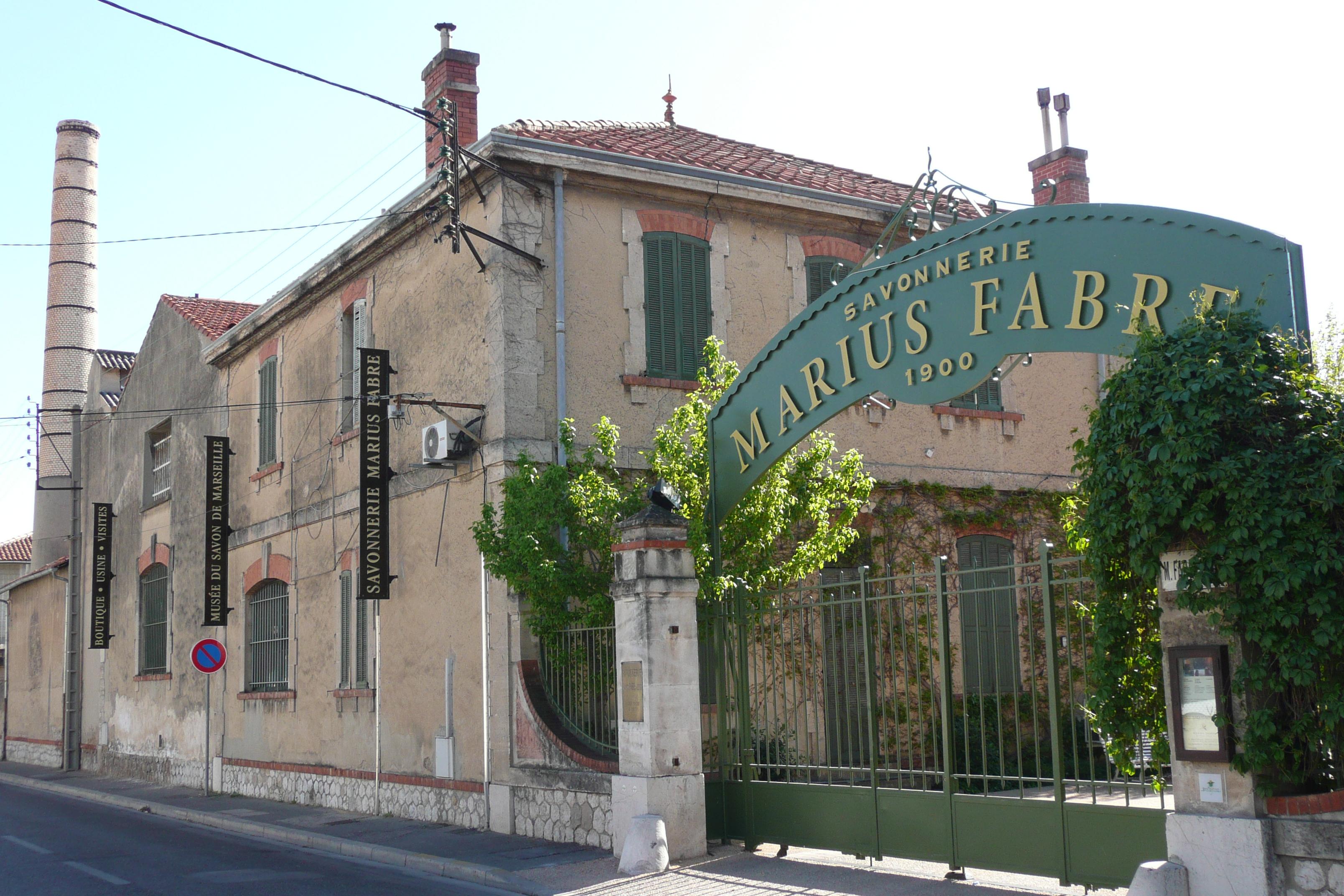 File savonnerie salon de provence jpg wikimedia commons - Kiosque salon de provence ...
