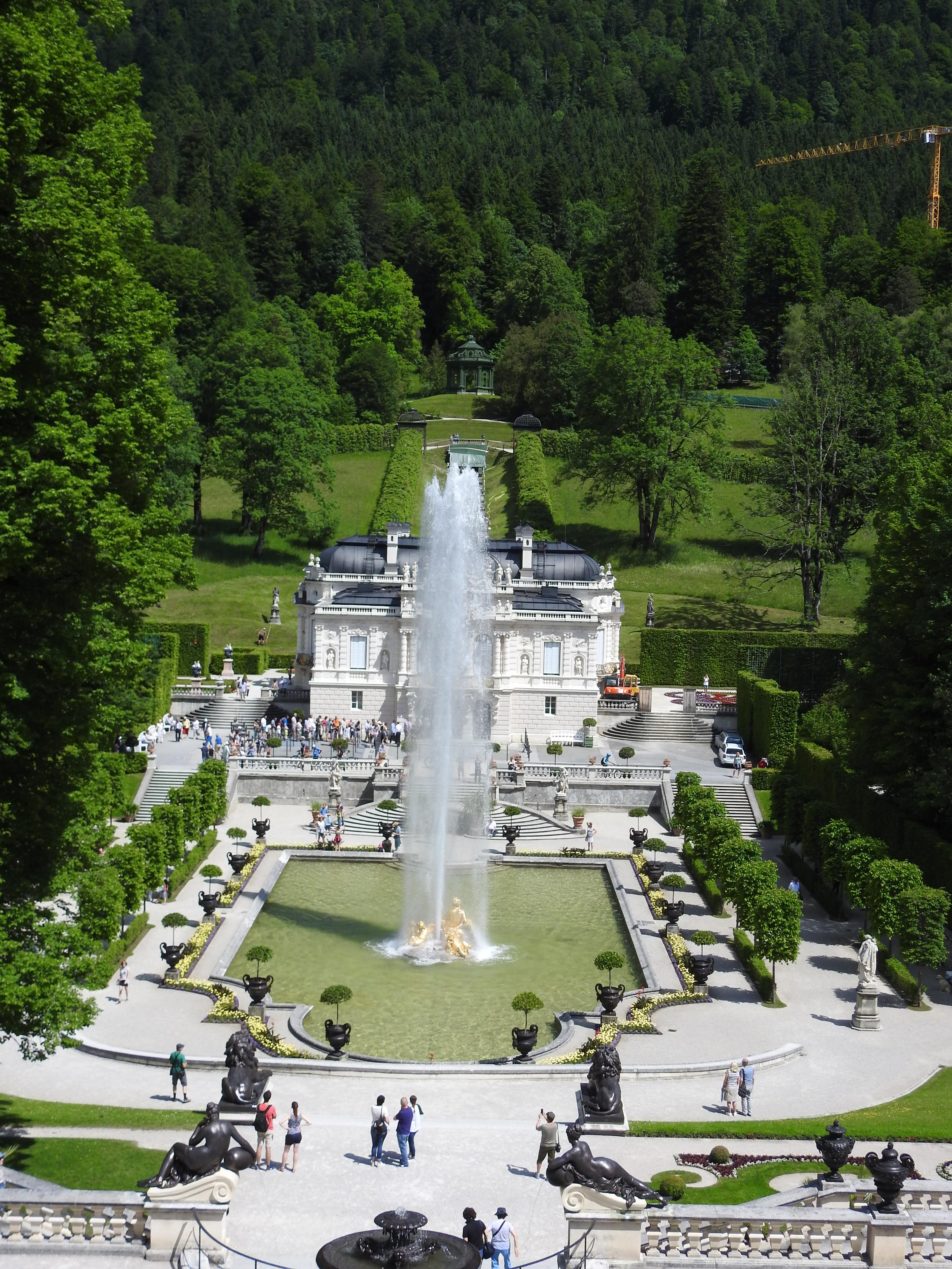 File Schloss Linderhof Mit Fontane Jpg Wikimedia Commons