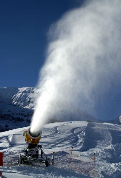Cañón de nieve en Wildhaus (Suiza).