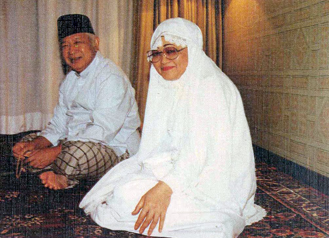 Filesuharto And Wife After Hajj Jpg