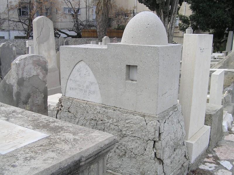 File:Trumpeldor Cemetery RachelTomb.JPG