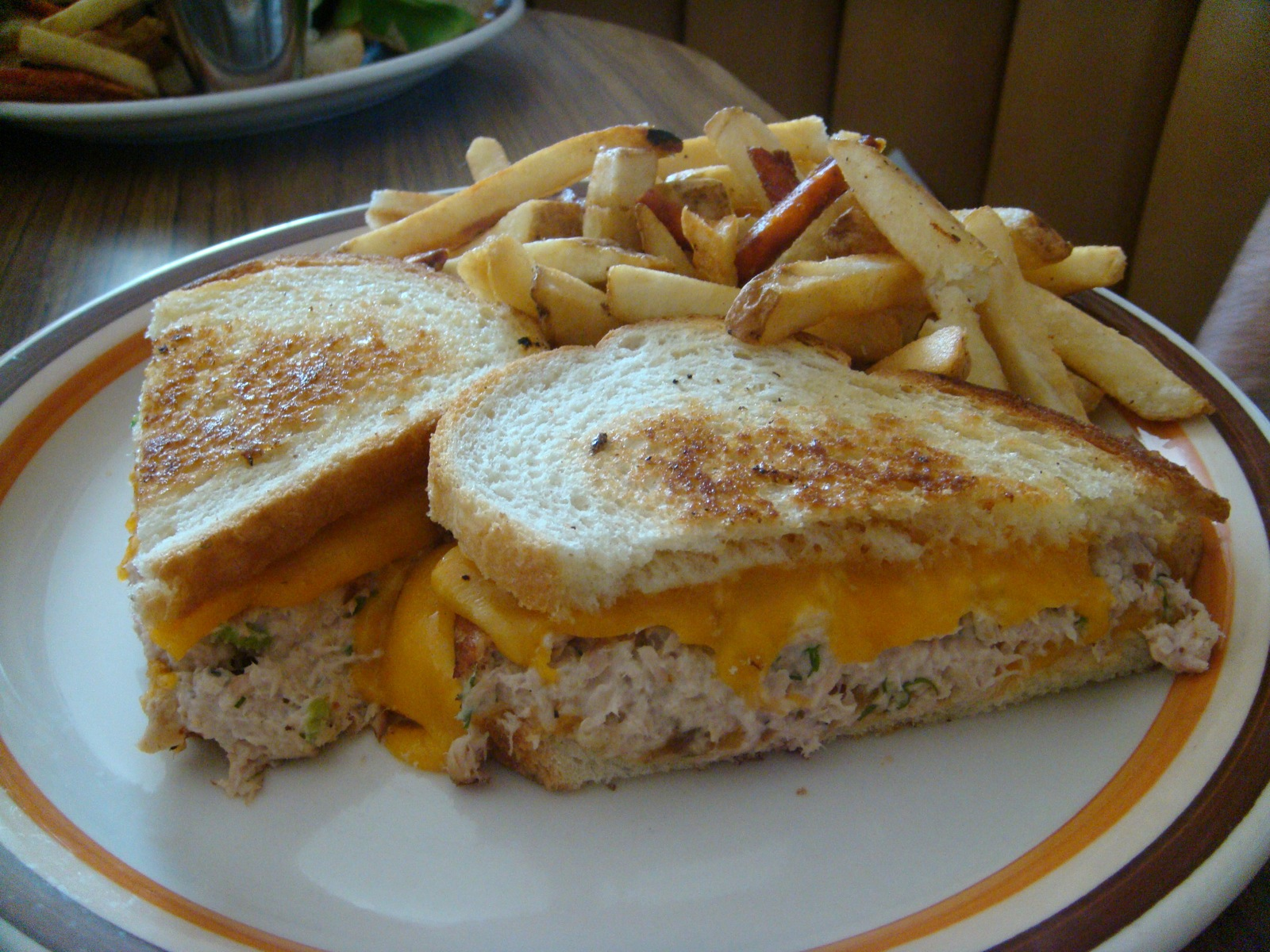 File:Tuna melt sandwich with fries.jpg - Wikimedia Commons