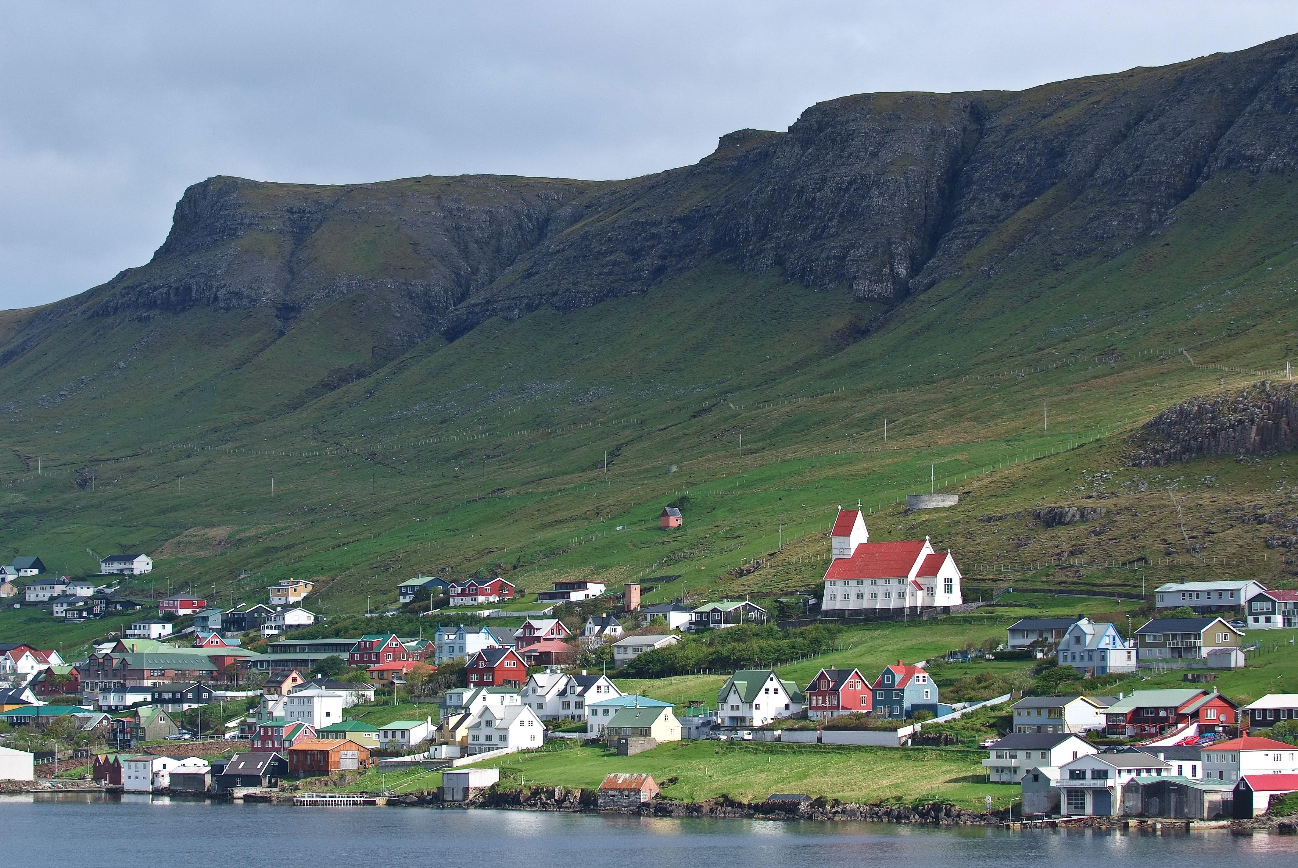 Resultado de imagem para Tvøroyri
