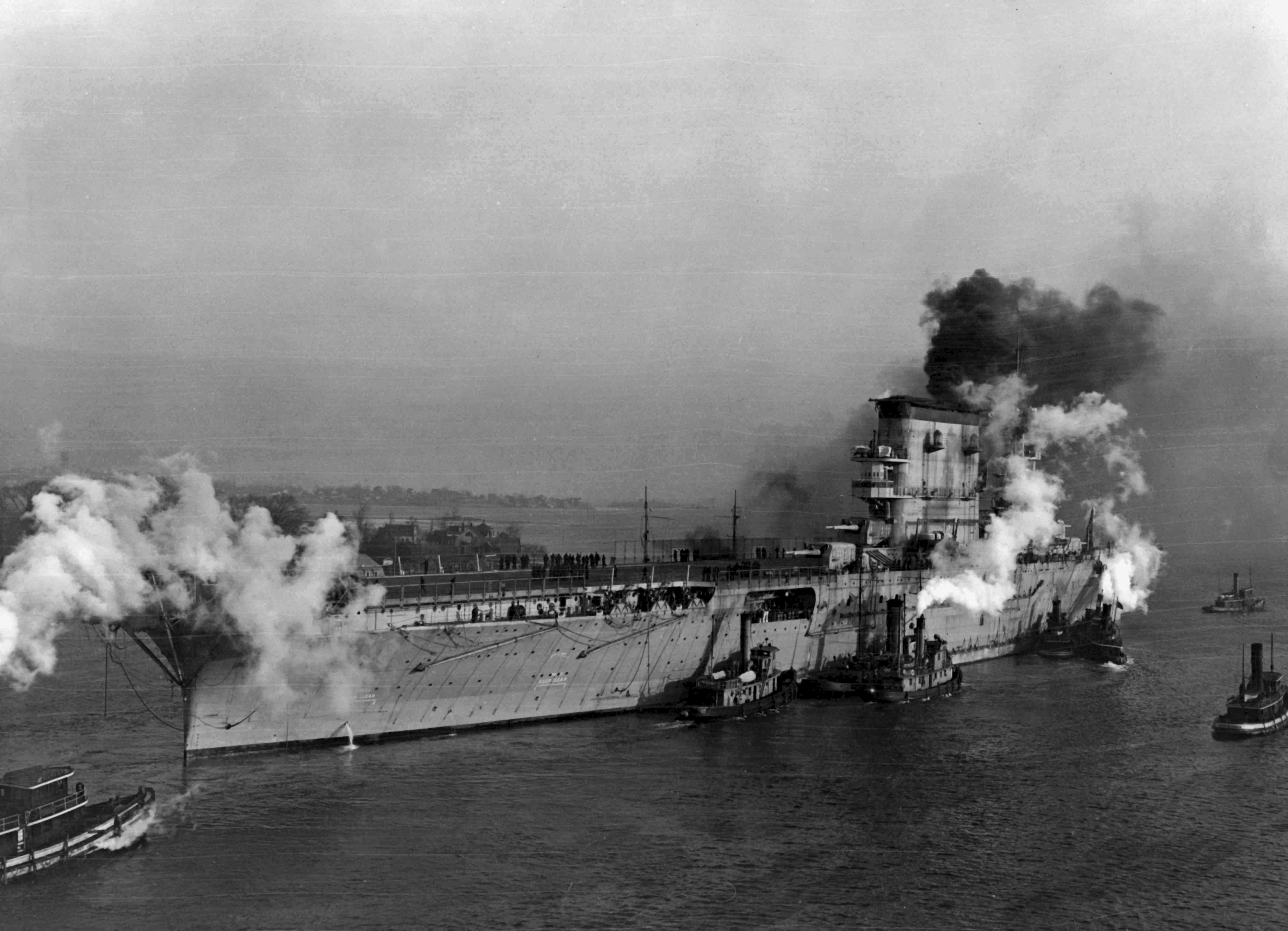 önéletrajz wiki File:USS Lexington (CV 2) with tugs in January 1928.   Wikipedia önéletrajz wiki