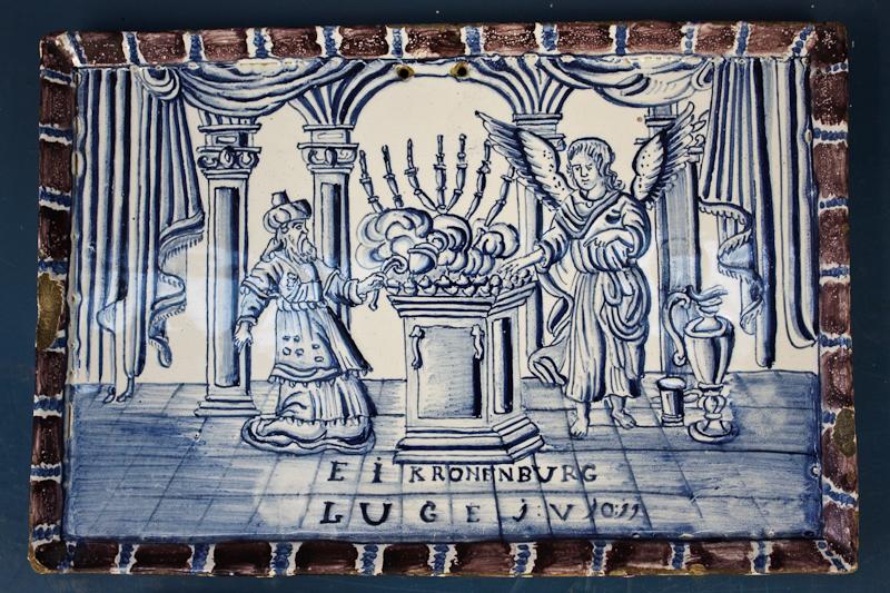 File:WLANL - MicheleLovesArt - Harlinger Aardewerkmuseum - Plaat met bijbelse voorstelling (aankondiging geboorte Johannes aan Zacharias), Harlingen (buiten de Kerkpoort), 18de eeuw.jpg