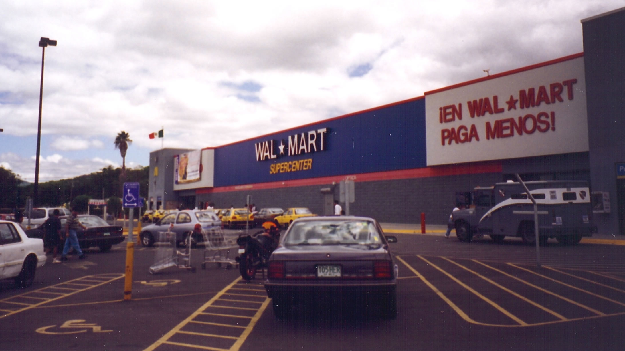 Wal-mart Stores Inc in Retailing