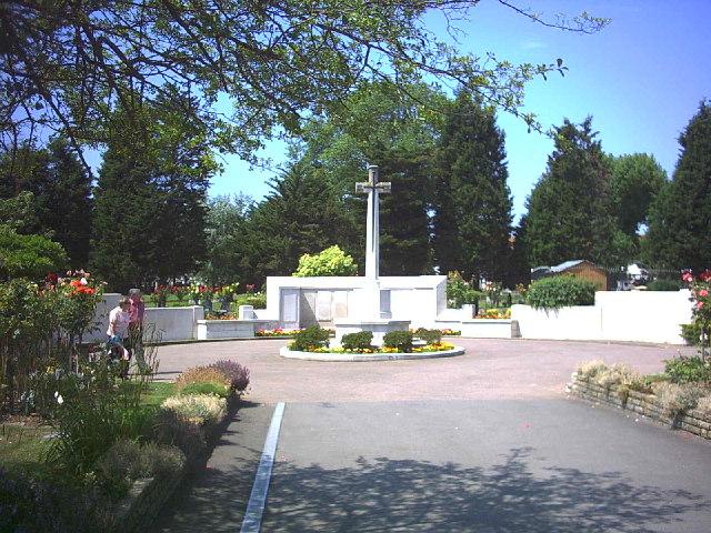 War memorial in Streatham Park Cemetery, Rowan Road. (B272) - geograph.org.uk - 22070