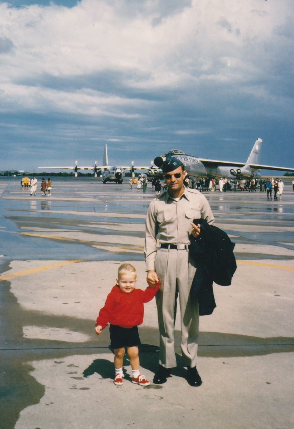 Wolfgang Samuel and son Charles at [[Forbes Field (ANGB)|Forbes AFB]], Kansas, in 1964