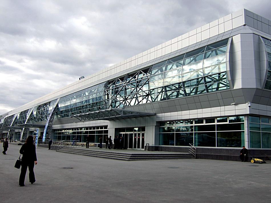 ВНовосибирске экстренно сел пассажирский самолет