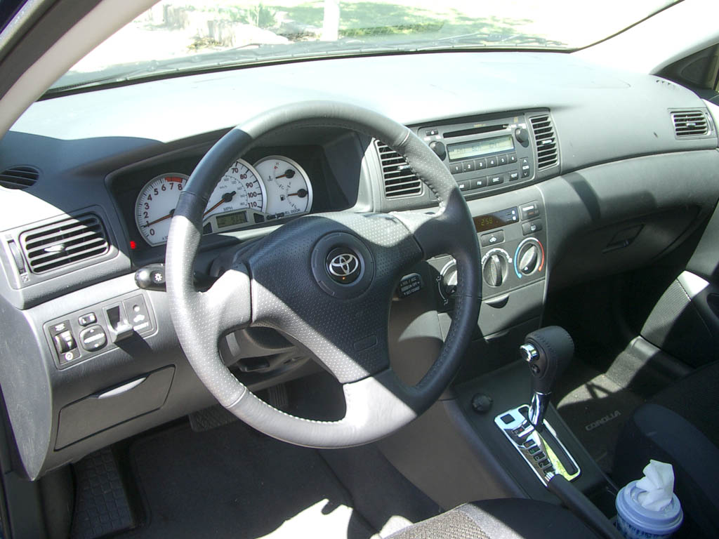 File 2005 toyota corolla s wikimedia commons for Interior toyota corolla