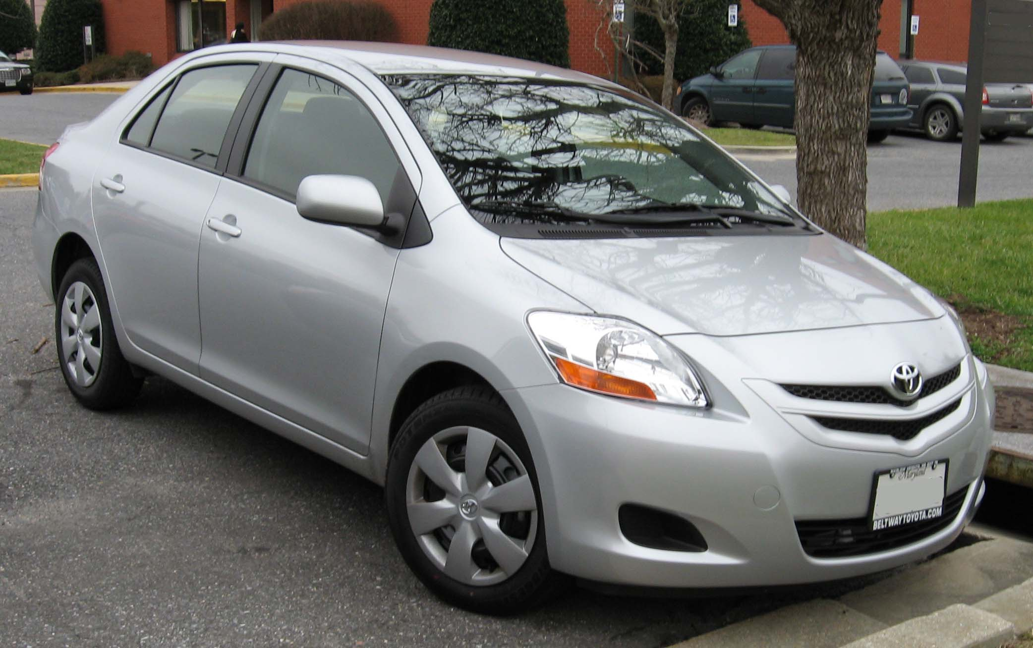 File 2007 Toyota Yaris Sedan Jpg Wikimedia Commons