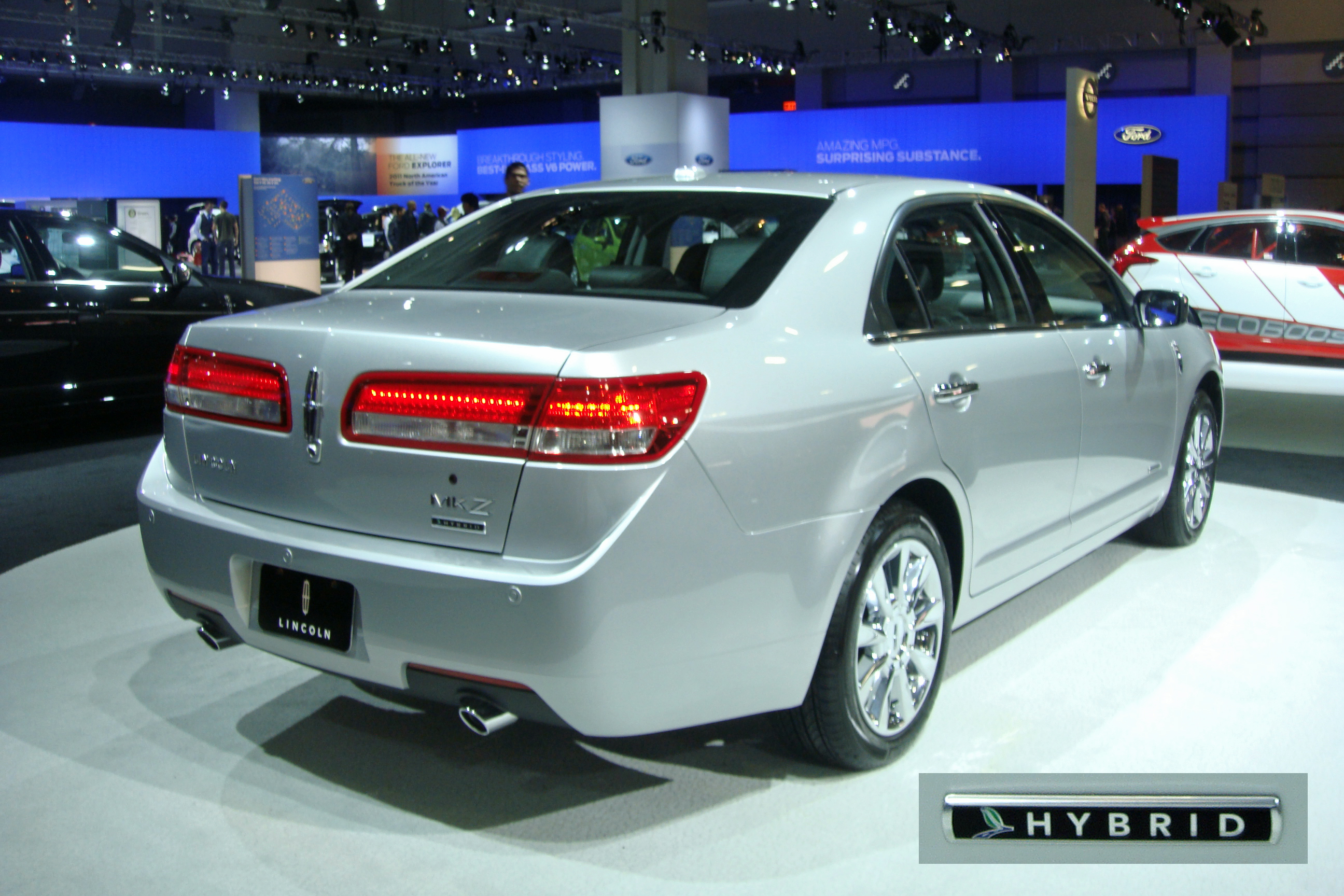 File:2011 Lincoln MKZ Hybrid with badging WAS 2011 859.jpg ...
