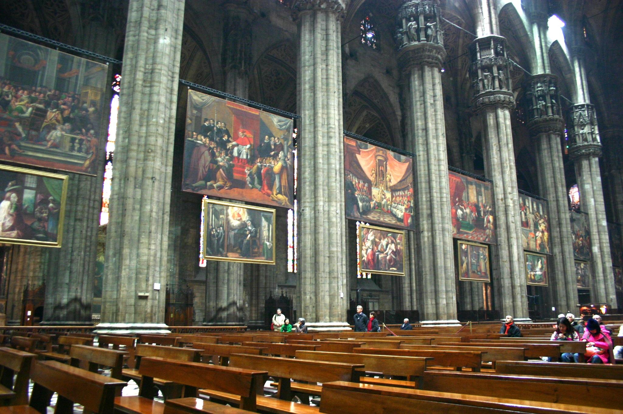 File 3272 milano duomo navata con i quadri su san for Quadri foto