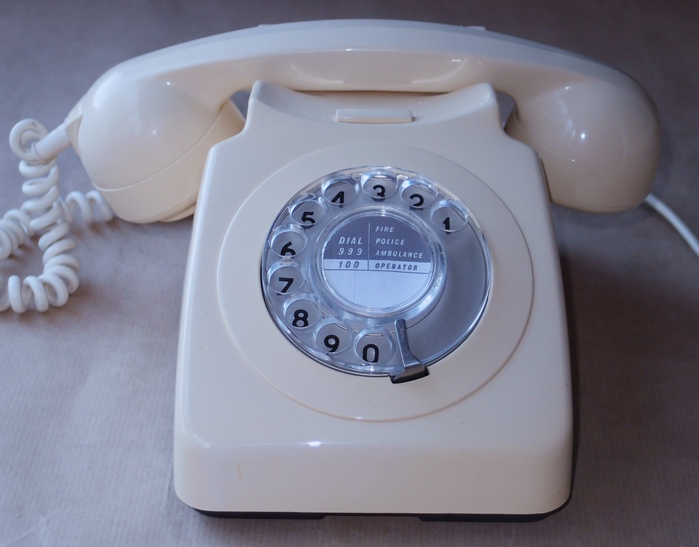 File:746 telephone in ivory.JPG
