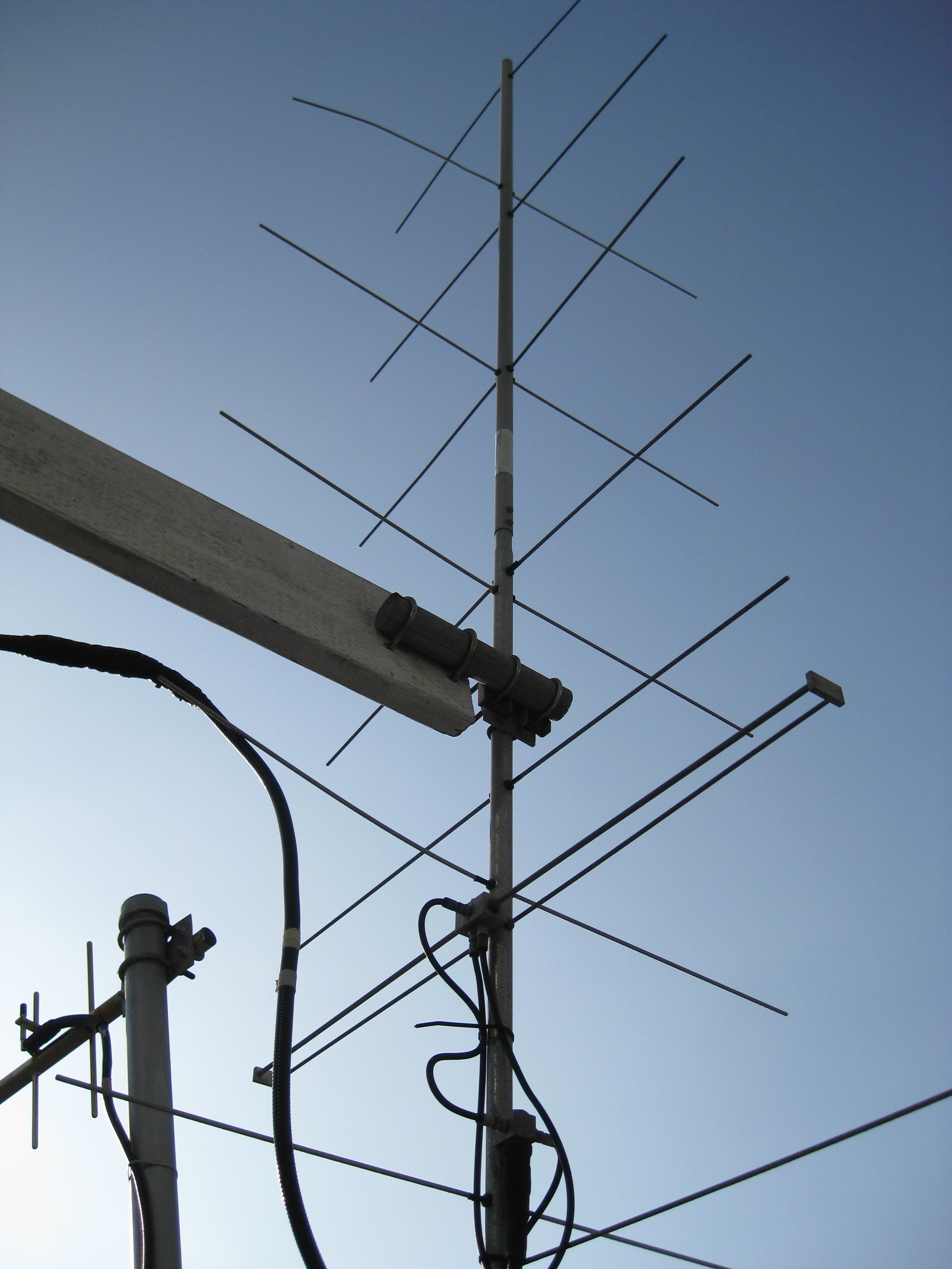 Fileats 3 satellite vhf ground station antennag wikimedia commons fileats 3 satellite vhf ground station antennag greentooth Choice Image