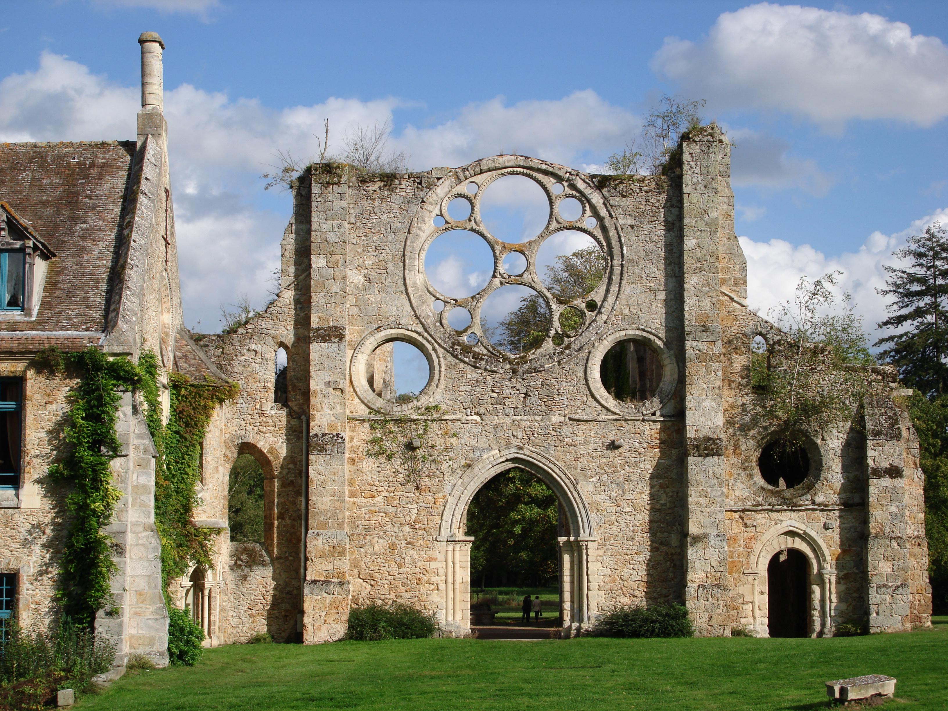 File abbaye des vaux de cernay building wikimedia for Abbaye des vaux de cernay piscine