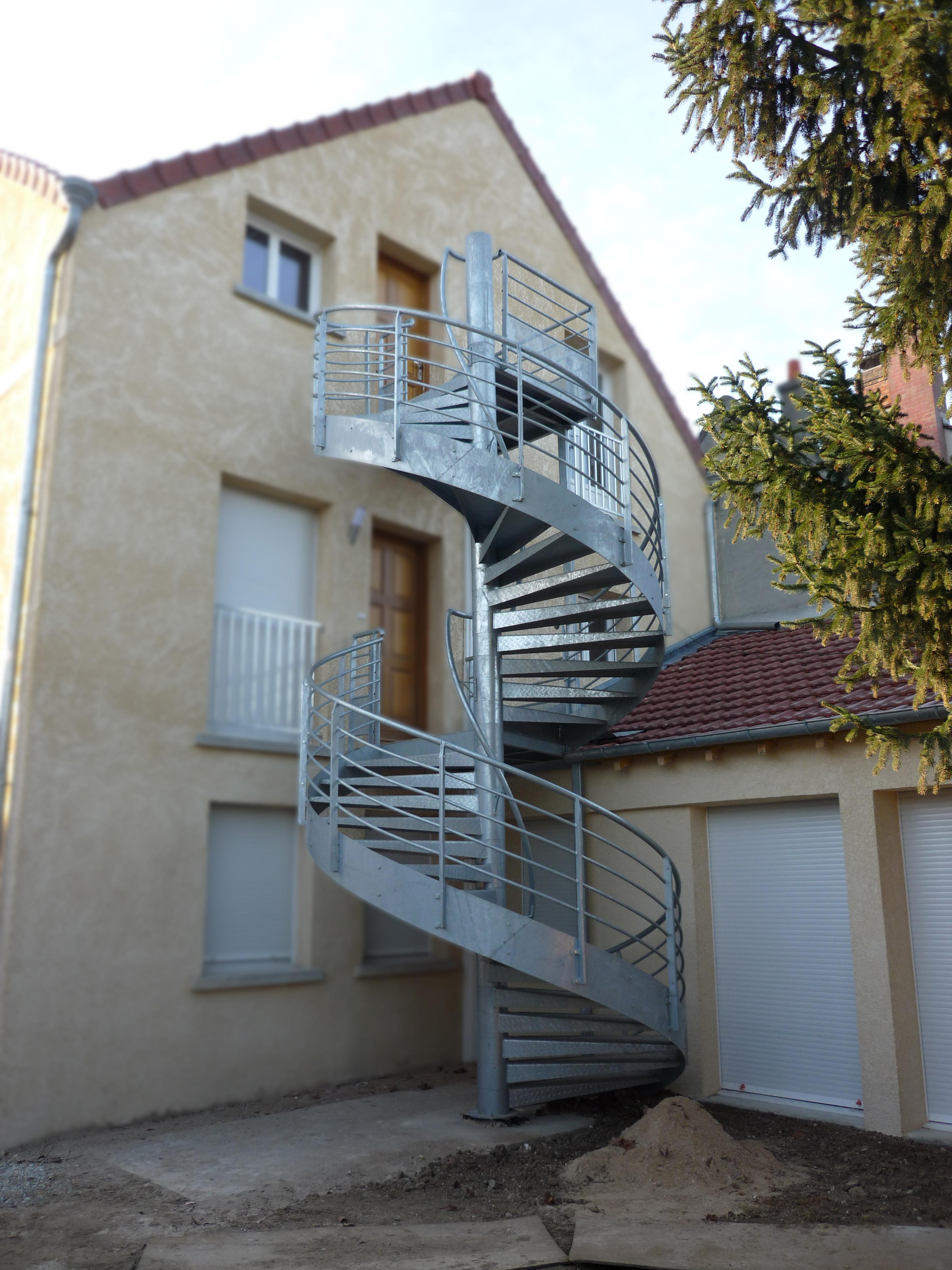 File acbi escalier helicoidal wikimedia commons - Escalier colimacon acier ...