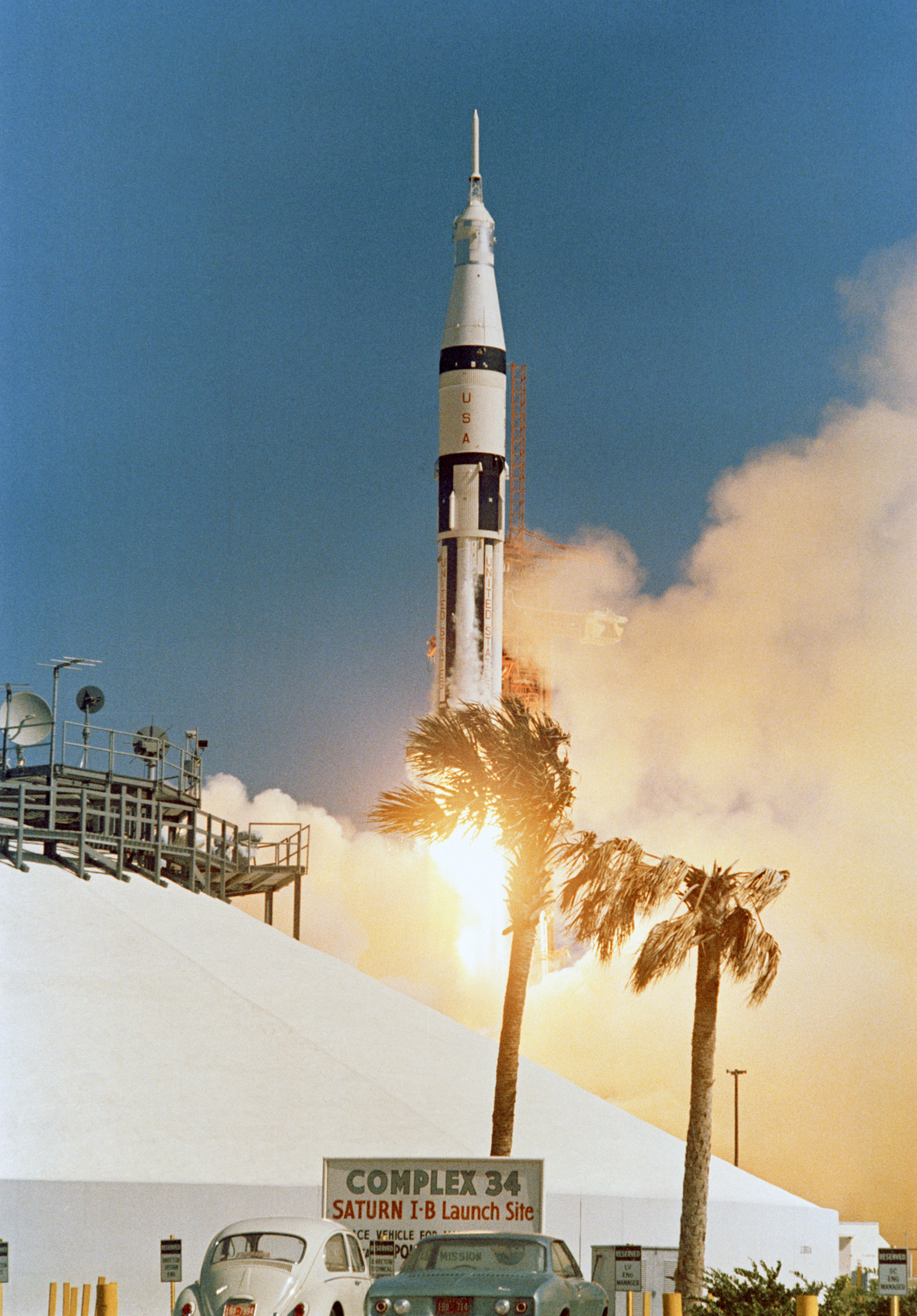 File:Apollo 7 launch.jpg - Wikimedia Commons