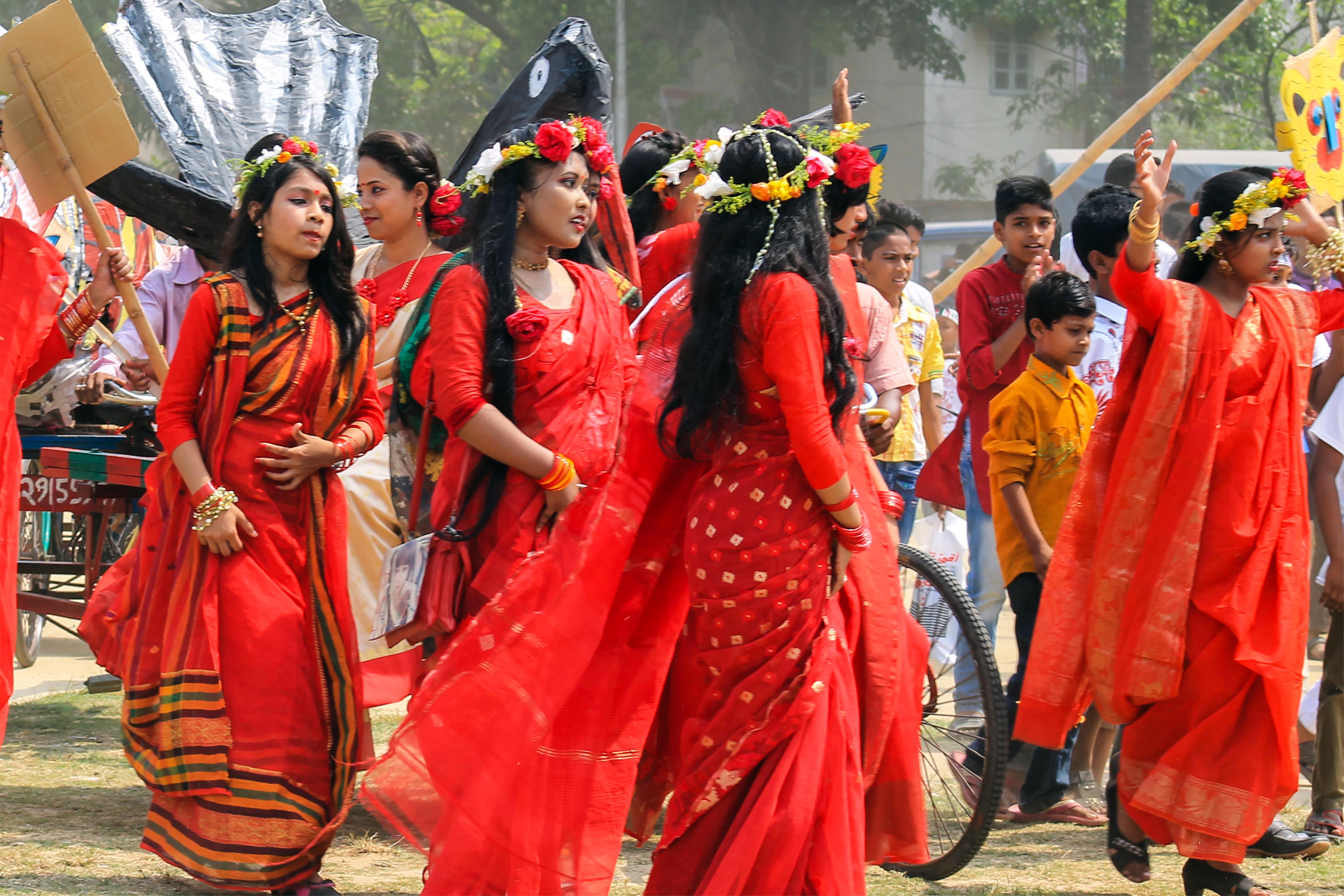 Filebangladeshi girls wearing traditional sari with flower crown at original file izmirmasajfo