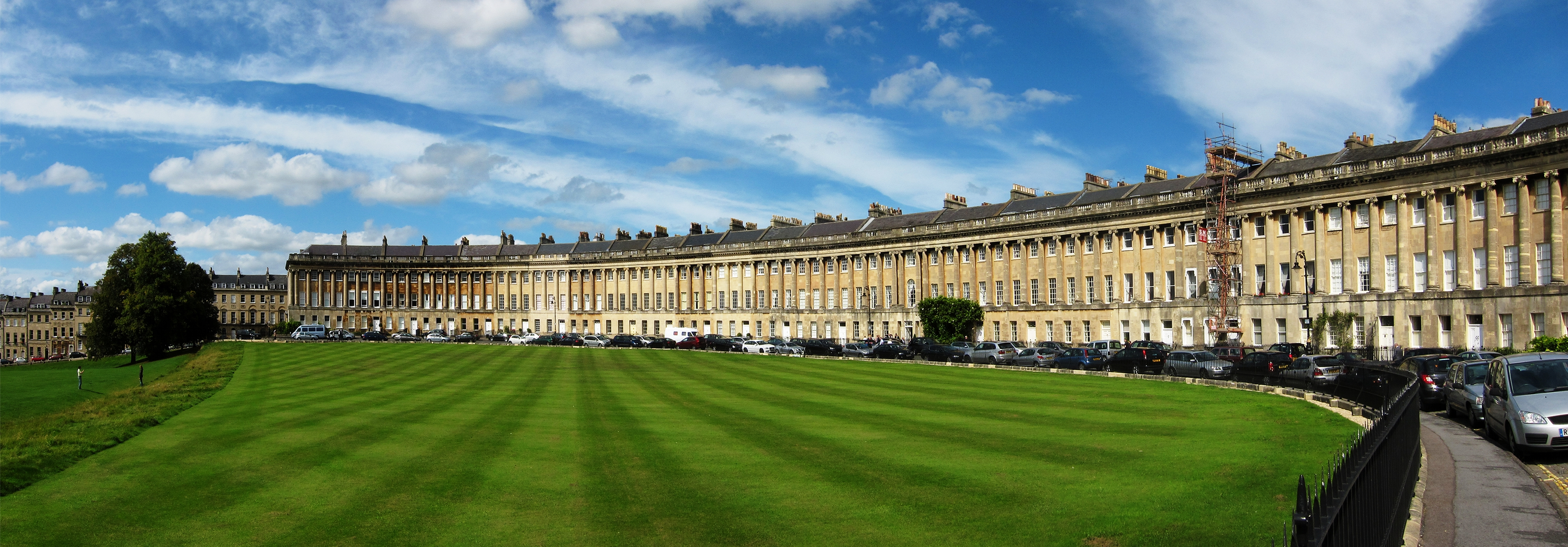 https://commons.wikimedia.org/wiki/File:Bath_royal_crescent.jpg